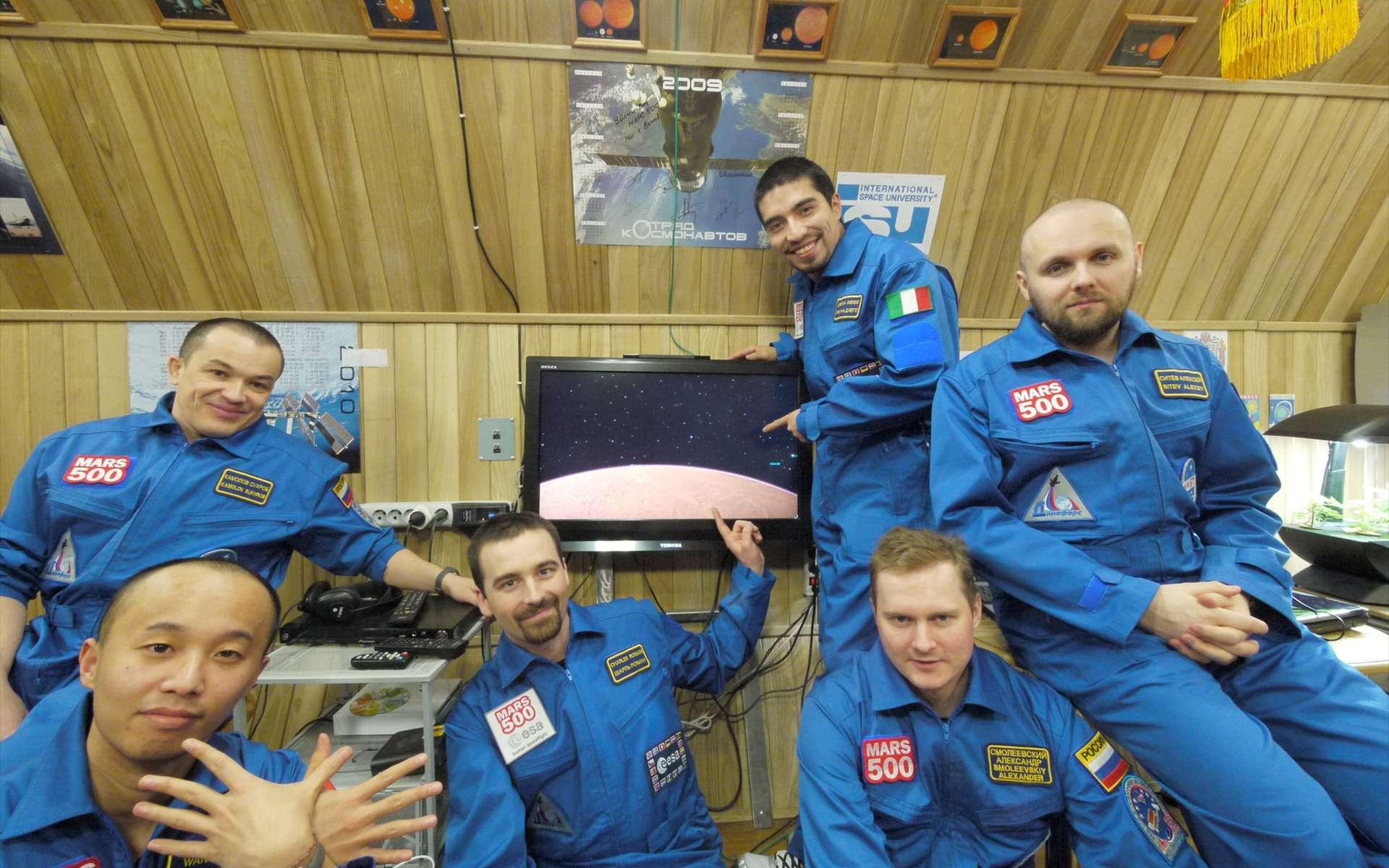 Après un séjour de 520 jours dans un simulateur, les six volontaires de l'expérience Mars 500 vont pouvoir retrouver leurs proches et la lumière du soleil. Cette expérience aidera à définir de nouveaux critères et procédures qui seront appliqués aux futurs vols habités de longues durées. © Esa