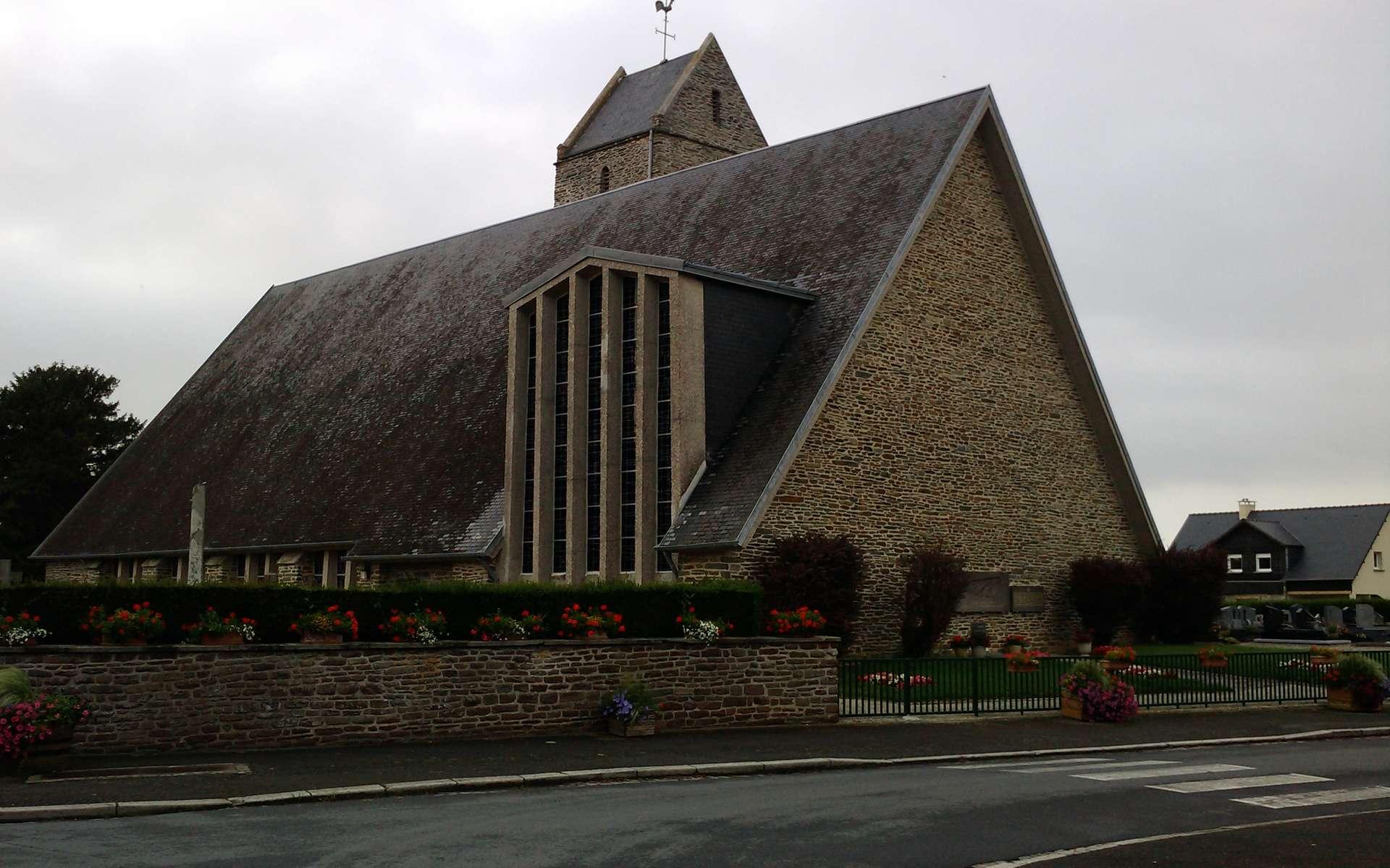 Une bâtière est un toit composé de deux pentes inclinées, comme ici sur cette église Saint-Pierre. © Xfigpower, CC BY-SA 3.0, Wikimedia Commons