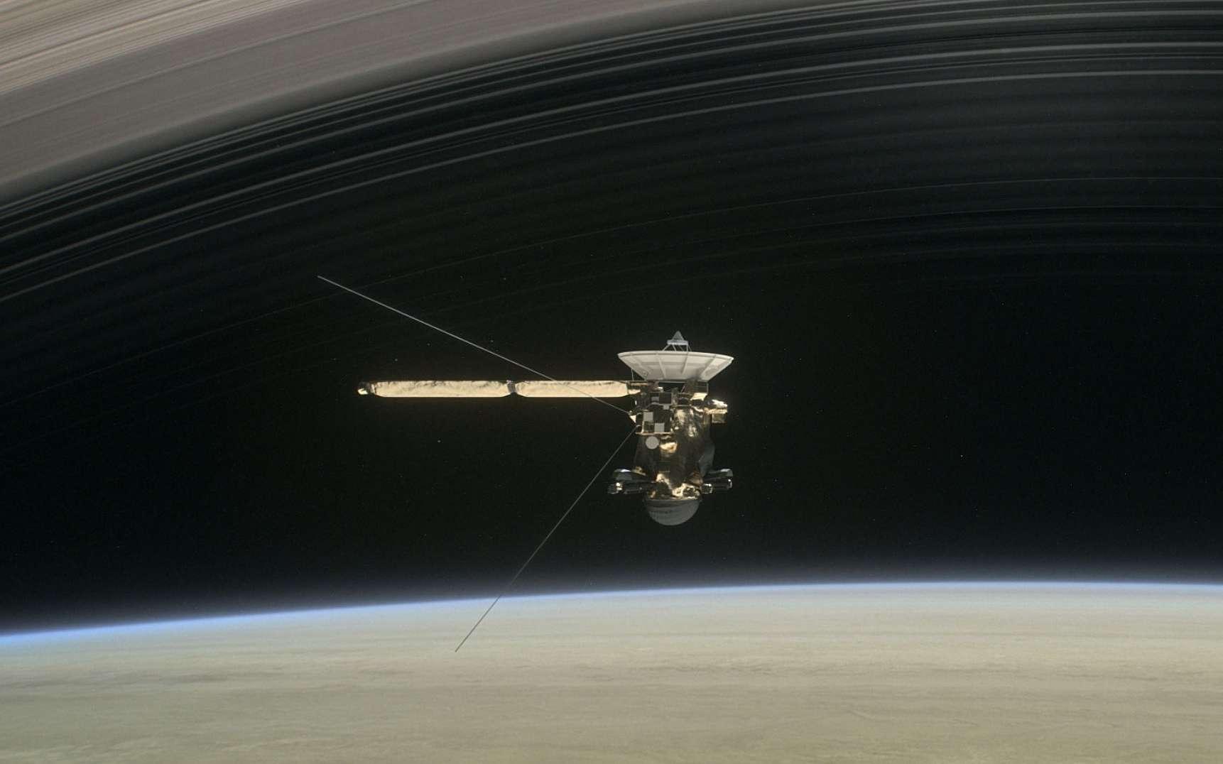 Une vue d'artiste de la mission Cassini avant son plongeon final dans Saturne. © Nasa, JPL-Caltech