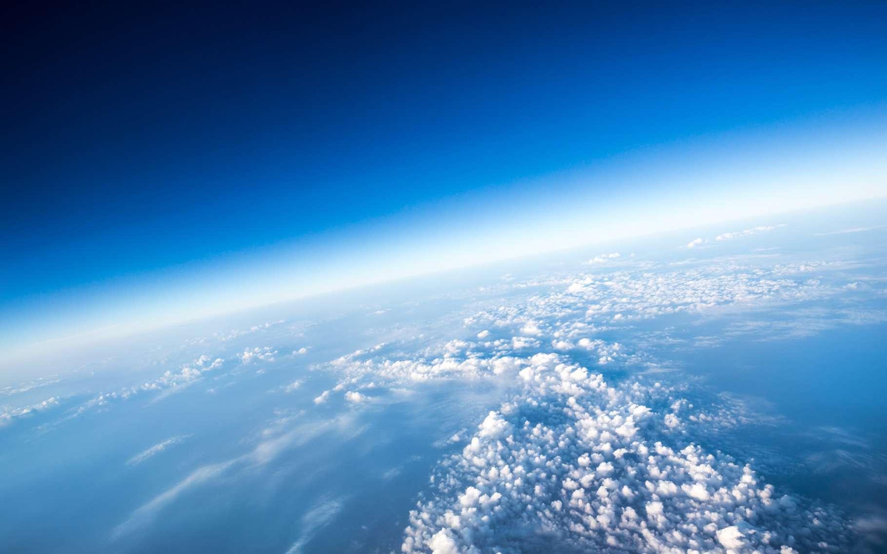 Dans la haute atmosphère, une couche d'ozone nous protège des rayons UV du Soleil. © Andrey Armyagov, Fotolia