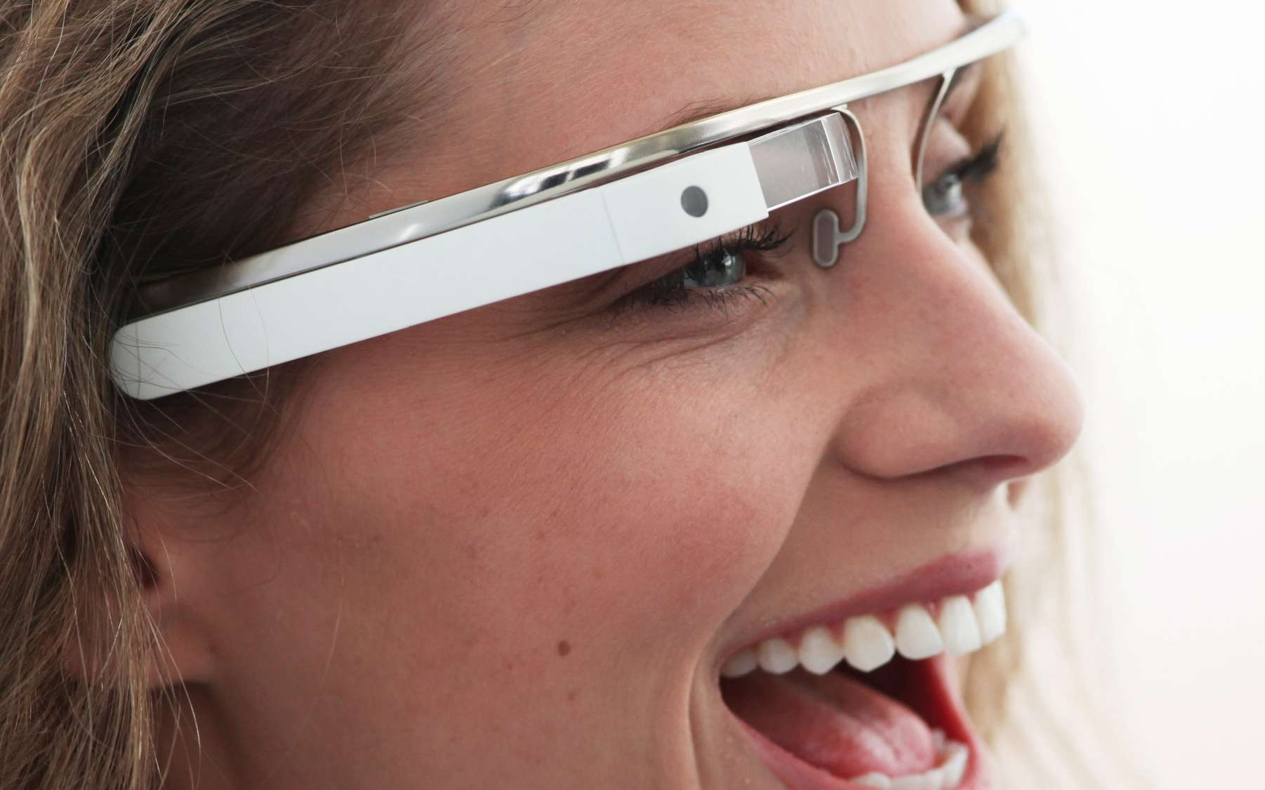 Les Google Glass, prototypes au même titre que l'iWatch (la montre connectée d'Apple), préfigurent-elles l'usage futur de la connexion à Internet ? © Google, Project Glass