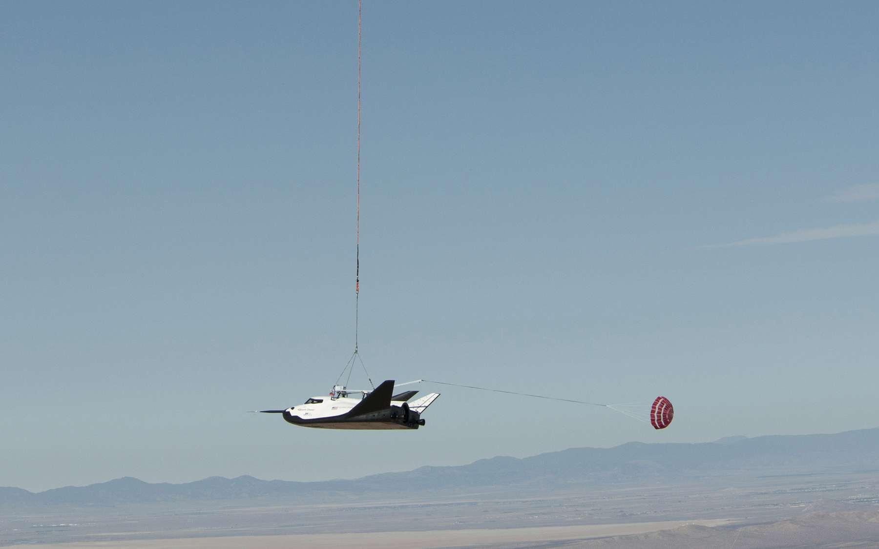 Malgré un crash à l'atterrissage, après un vol plané réussi, le développement du Dream Chaser se poursuit. © Nasa