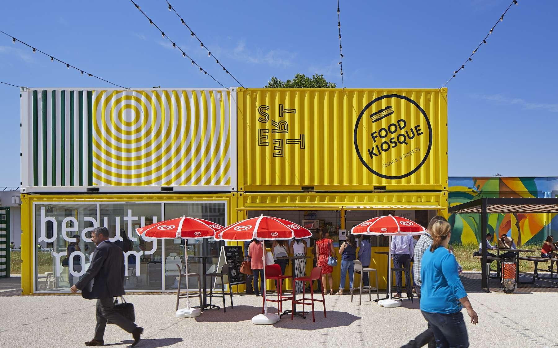 La « cargotecture », l'art de transformer les containers en habitations, hôtel, piscine ou bar-restaurant. © Capsa container