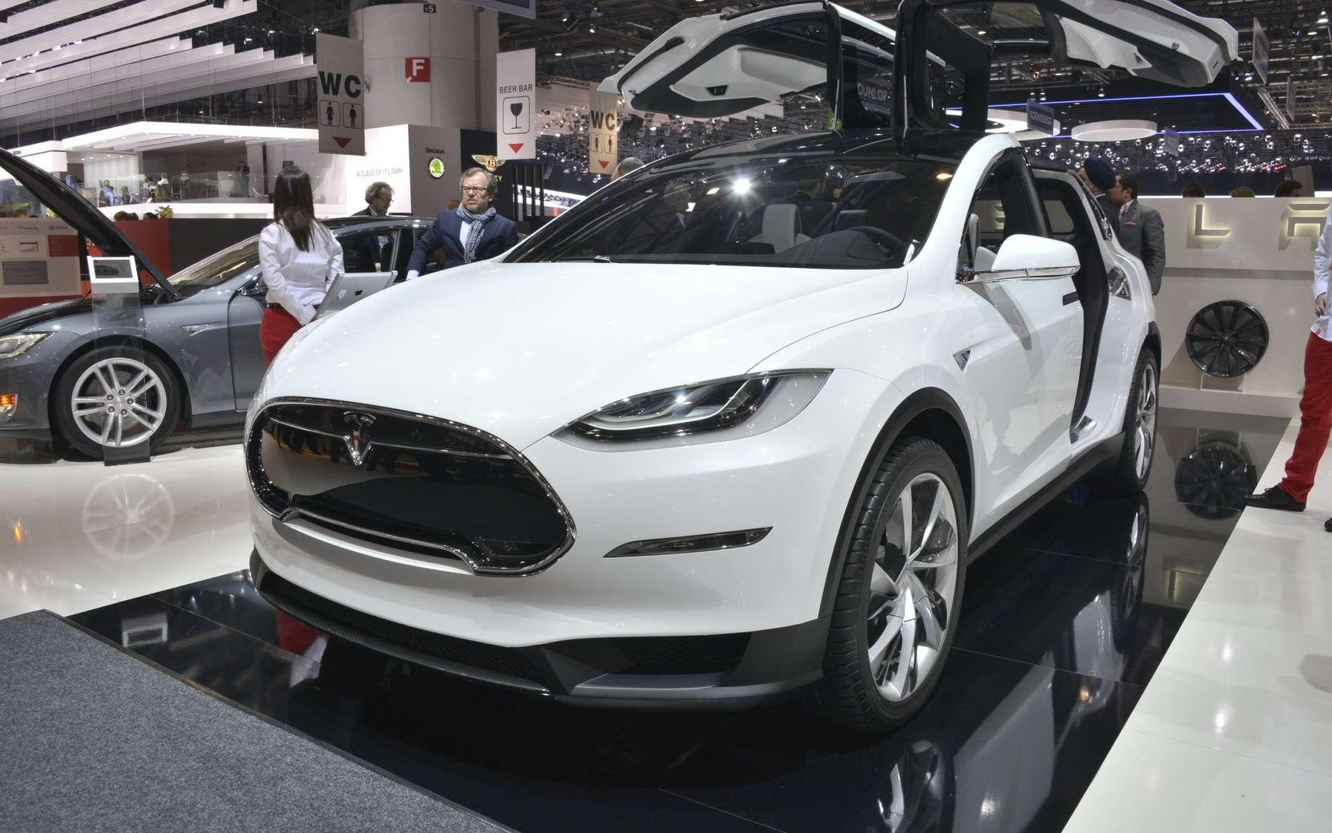 Le Tesla Model X lors du Salon de l'automobile de Genève, en mars 2013, alors qu'il était au stade de concept. Il faudra attendre 2015 pour se procurer le Model E, plus grand public. © Newspress