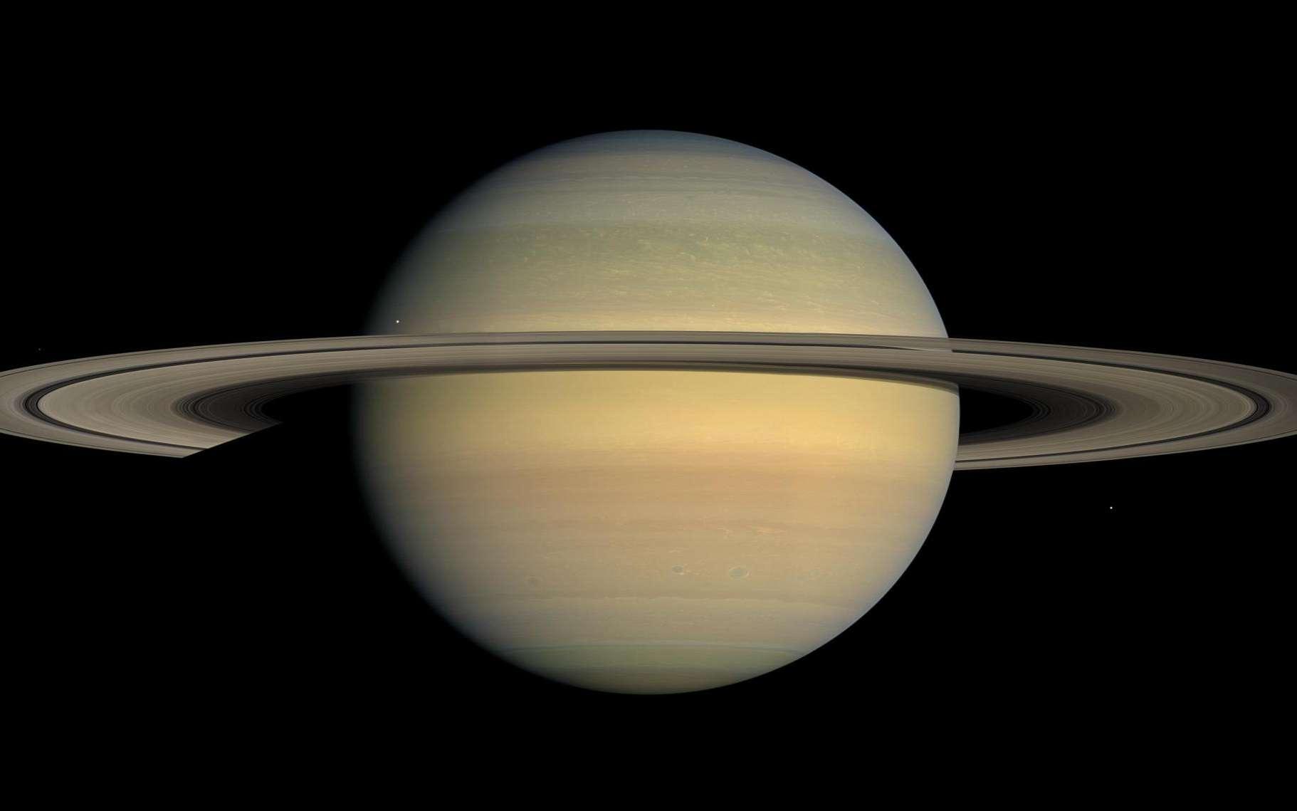 Une photo de Saturne et de ses lunes prise par une sonde Voyager. © Nasa