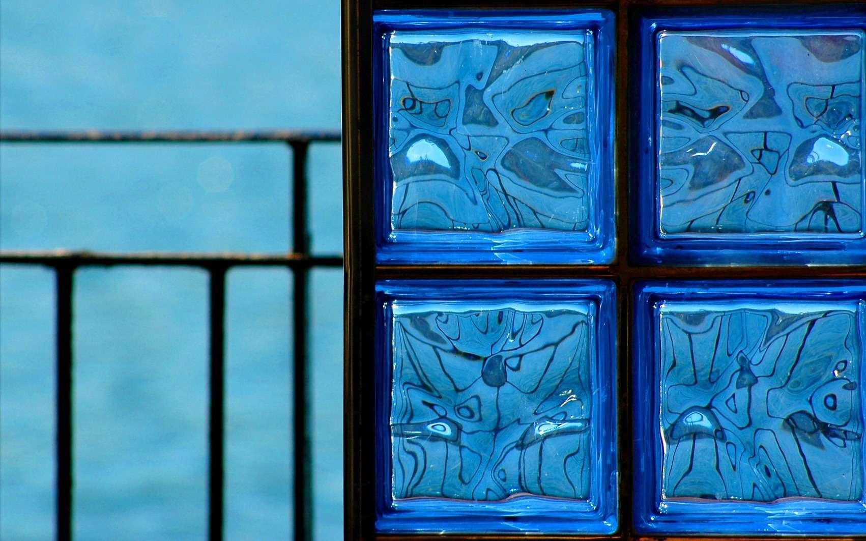 Poser de la brique de verre est un moyen moderne et tendance de séparer une pièce. © Mirari Erdoiza , Fotopedia, CC BY-NC 3.0