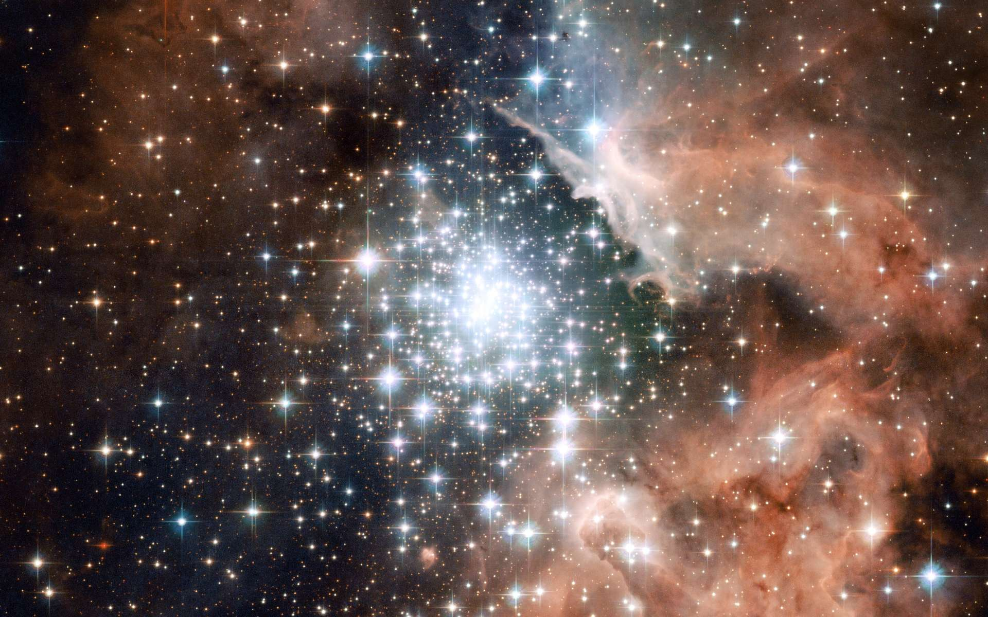Sommes-nous faits de poussières d'étoiles ? Ici, la région de formation stellaire NGC 3603. Ces centaines d'étoiles nouveau-nées ont agrégé le gaz et la poussière qui les entourent comme l'a fait notre Soleil il y a 4,6 milliards d'années. © Nasa, ESA, Hubble Heritage (STScI/AURA)