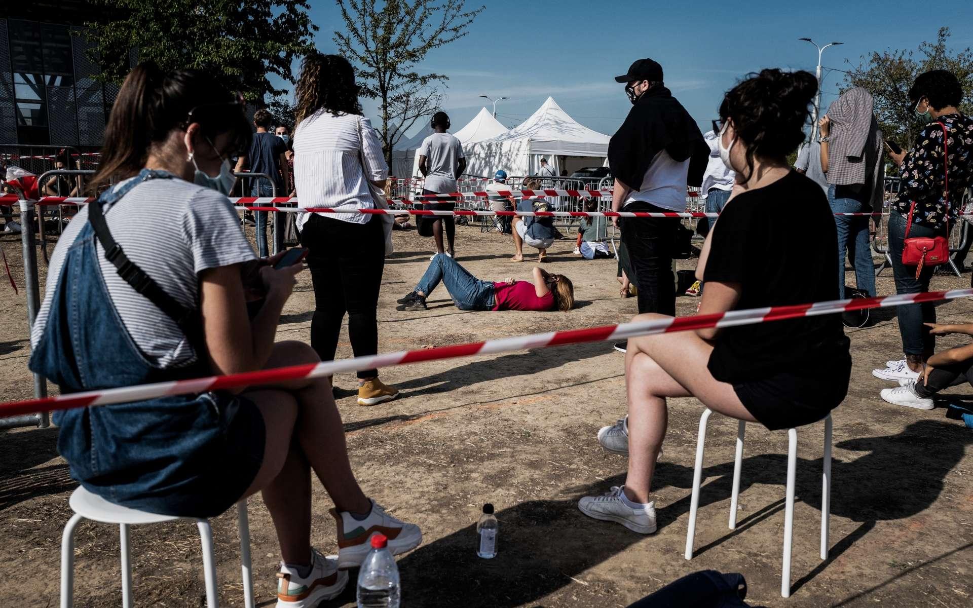 L'Organisation mondiale de la santé (OMS) s'attend à une remontée de la mortalité liée au Covid-19 cet automne due à la reprise de l'épidémie en Europe, selon l'OMS. © Jeff Pachoud, AFP