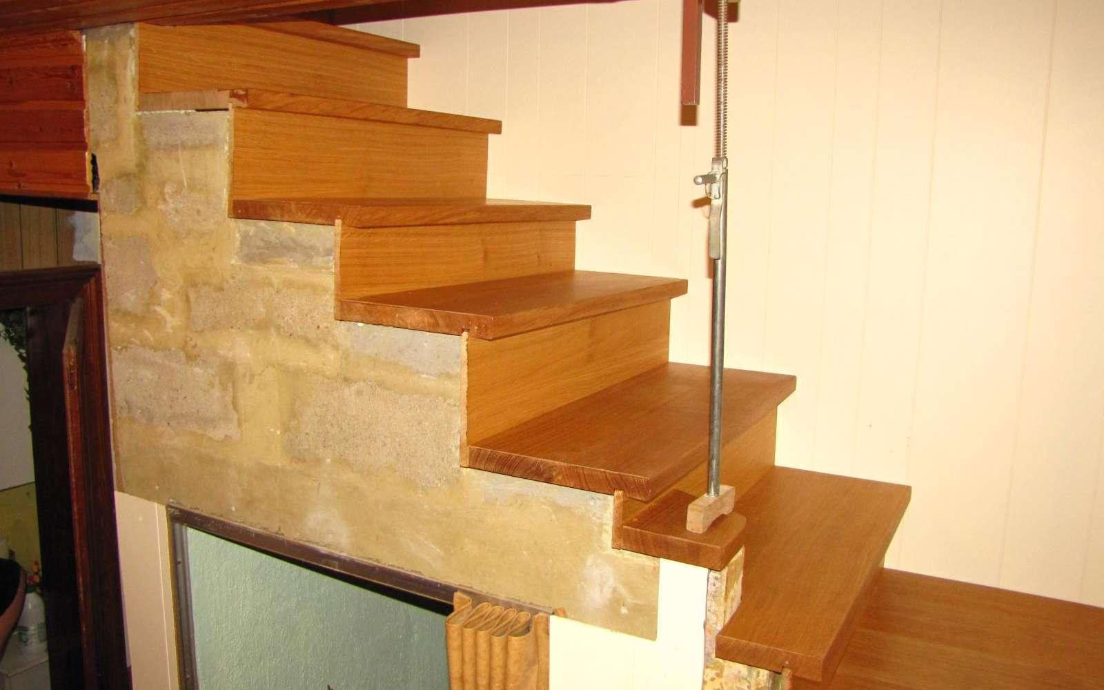 Le limon est une pièce d'appui sur laquelle sont fixées les marches d'un escalier. © jean cl, CC BY-NC-ND 2.0, FlickR