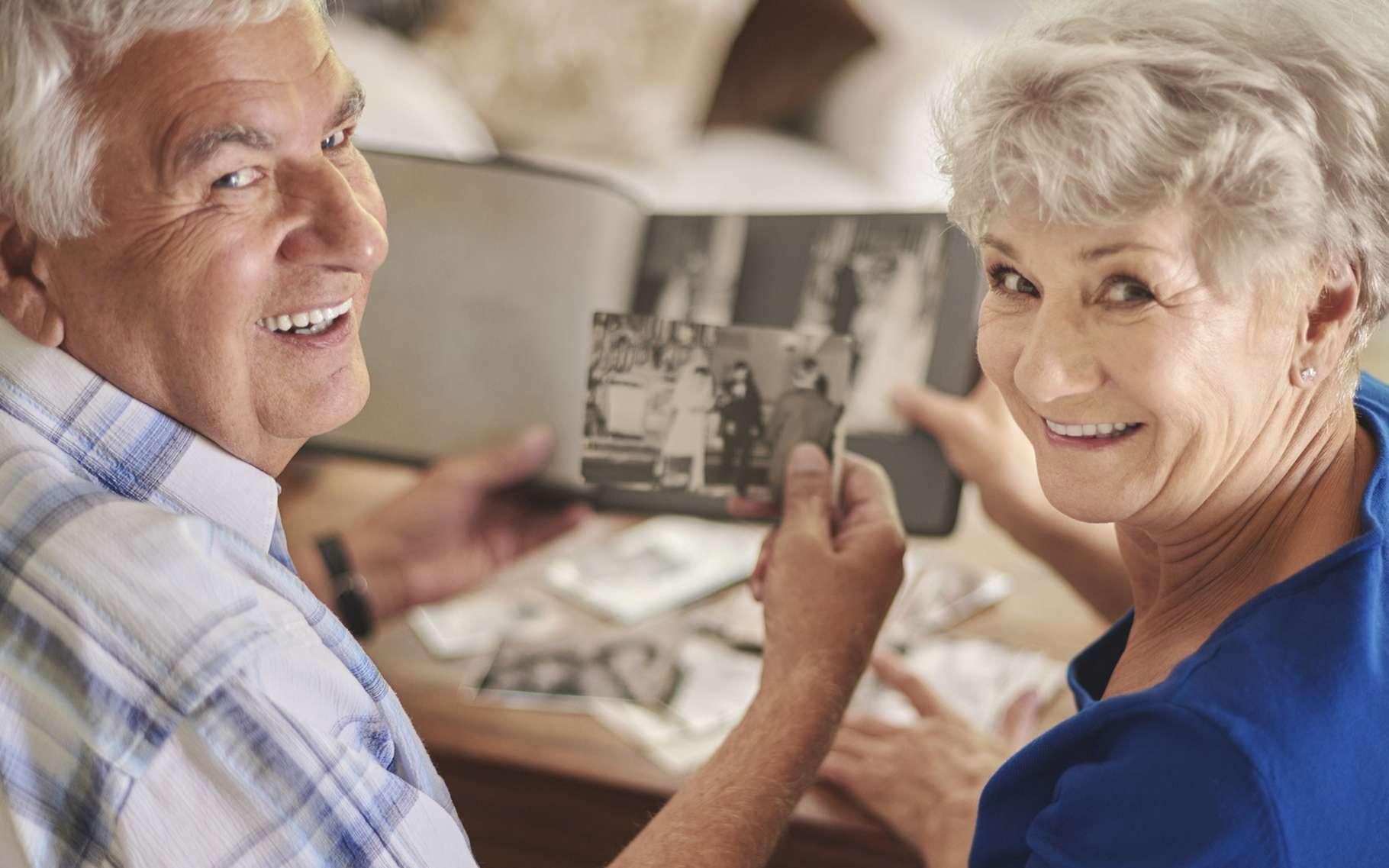 Au cours du vieillissement, la mémoire devient moins efficace. © gpointstudio, Shutterstock