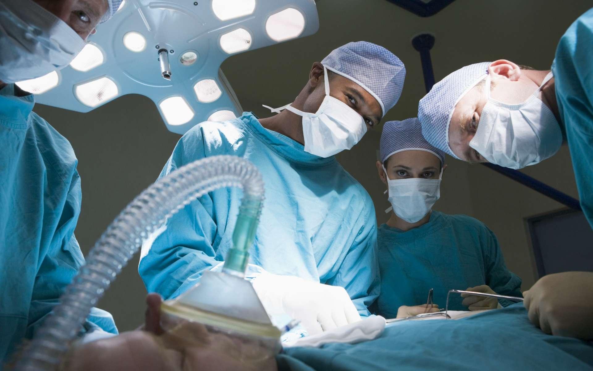 Les anesthésiques servent à endormir momentanément la douleur. © Phovoir