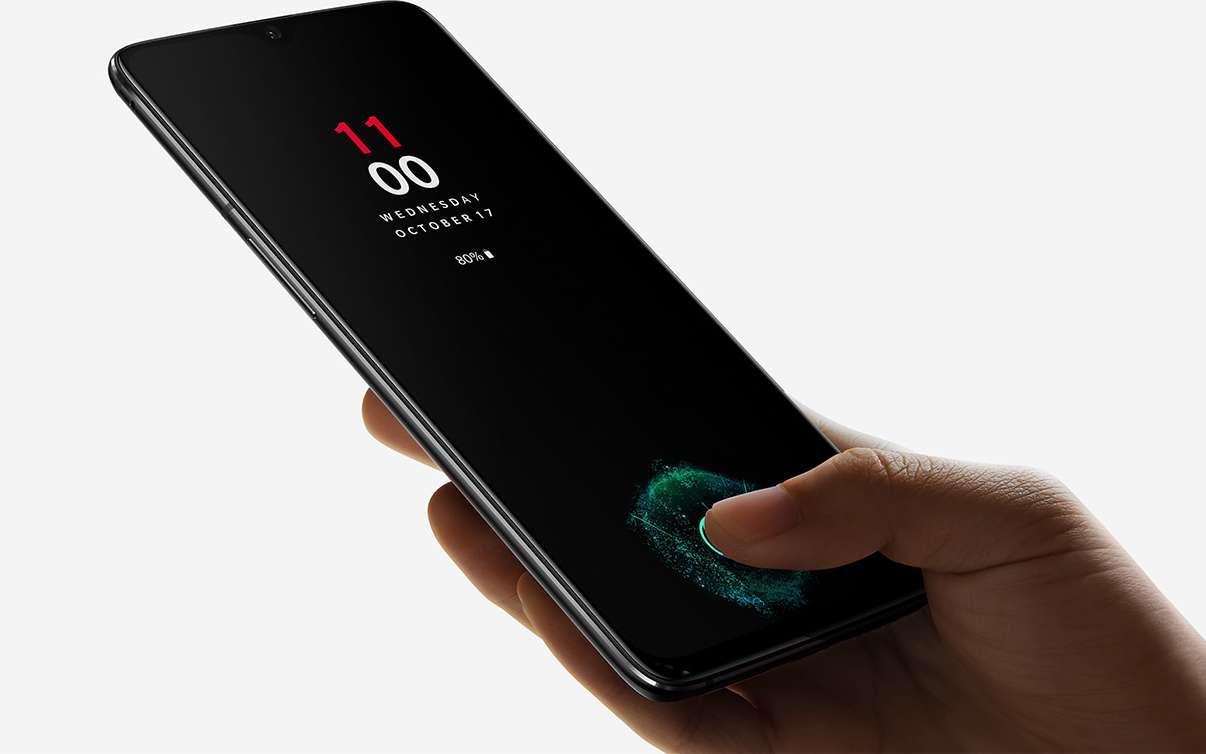 Le capteur d'empreinte digitale sous la surface de l'écran est la principale innovation de ce OnePlus 6T. Son prix reste contenu étant donné les composants qu'il renferme. © OnePlus