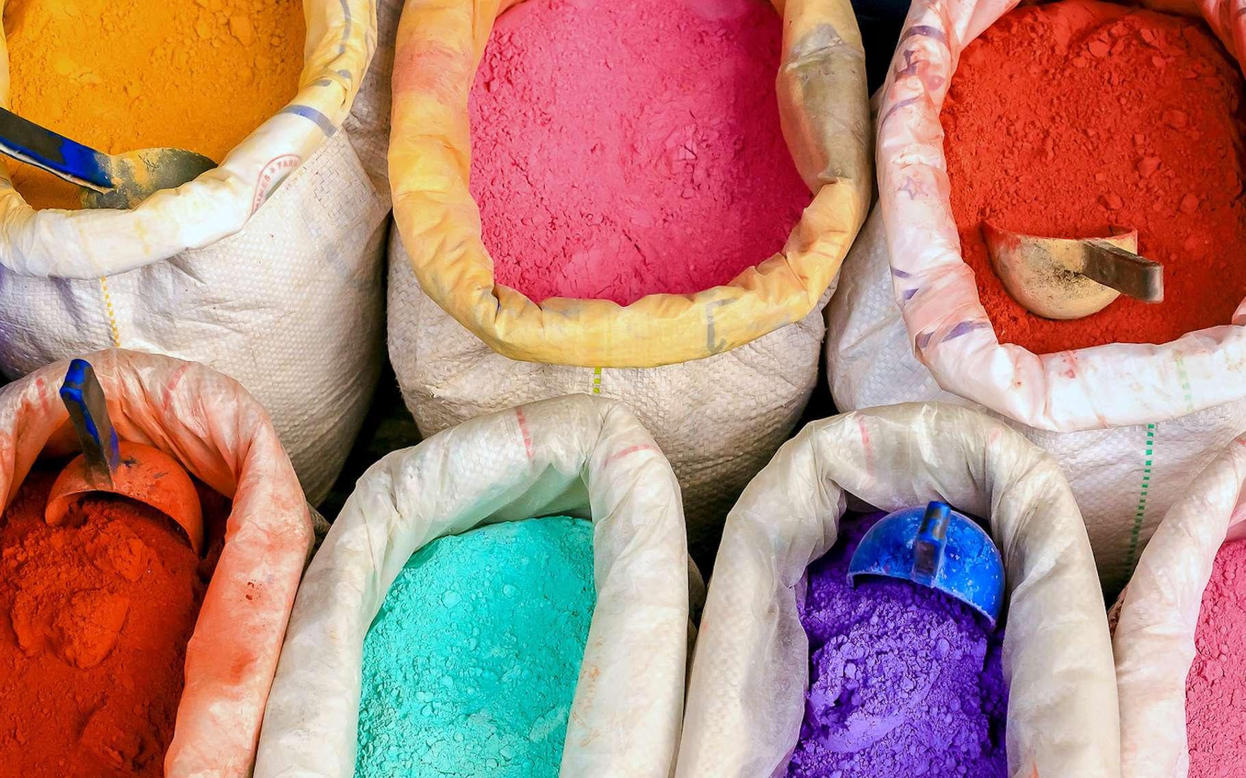 Les pigments, contrairement aux colorants – ou teintures –, ne sont généralement pas solubles. © Natallia, Fotolia