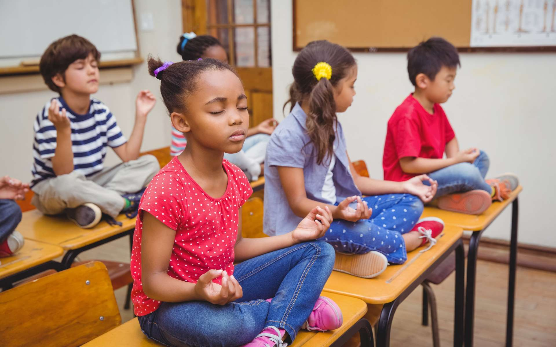 La méditation à l'école serait bénéfique pour les élèves comme pour l'équipe enseignante et administrative. © WavebreakMediaMicro, Adobe Stock