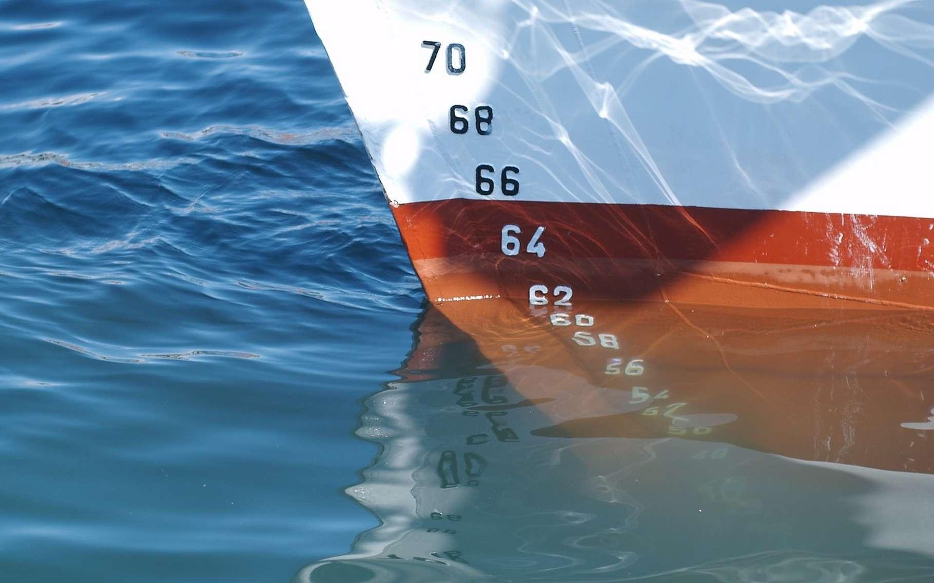 Les changements climatiques (la fonte des glaciers continentaux mais aussi la dilatation thermique des océans qui en résulte) sont à l'origine d'une hausse du niveau des mers. © tiburi, Pixabay, DP