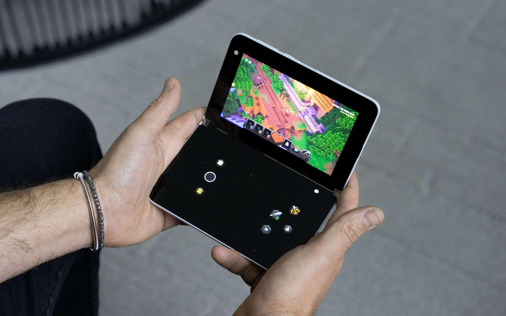 La mise à jour d'Xbox Game Pass transforme le Surface Duo en console portable. © Panos Panay, Microsoft
