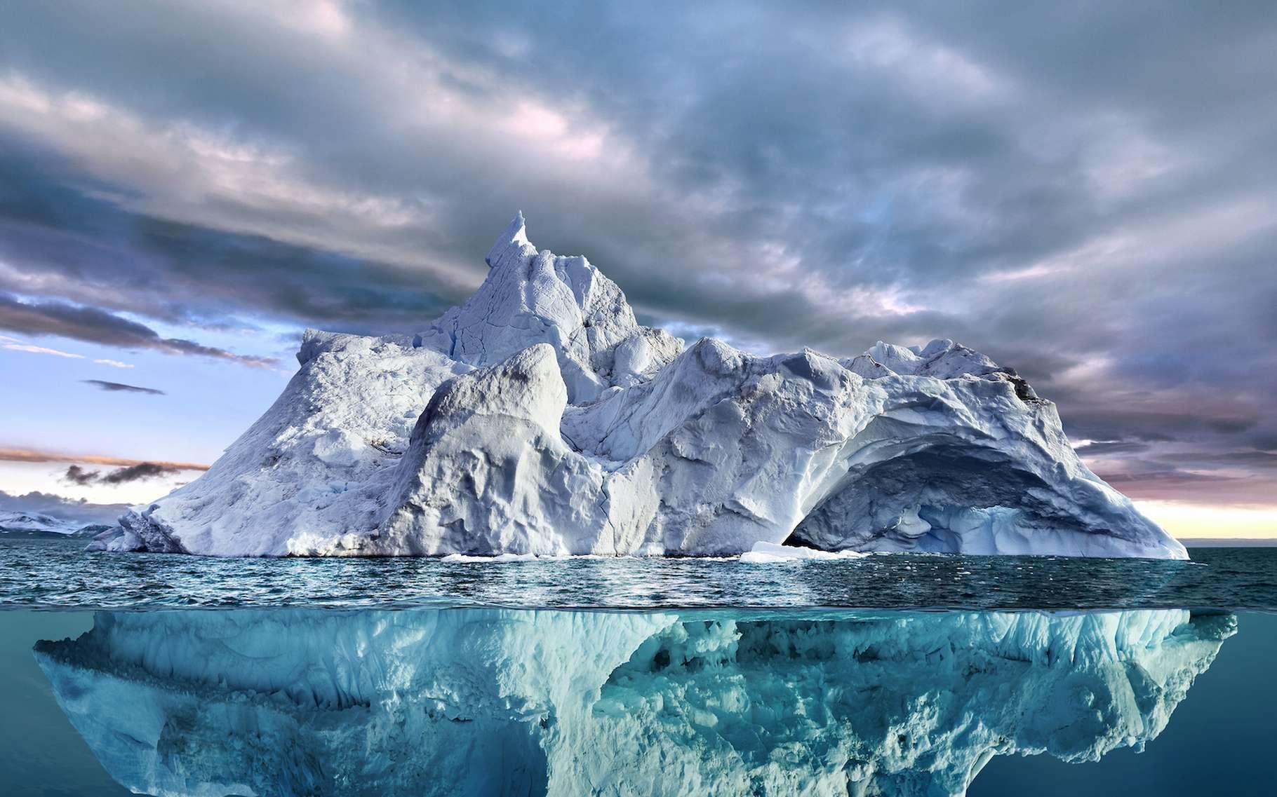 Des chercheurs de l'université de Californie (États-Unis) semblent avoir mis à jour un nouveau phénomène qui accélère la fonte de la glace en Antarctique. © the_lightwriter, Adobe Stock