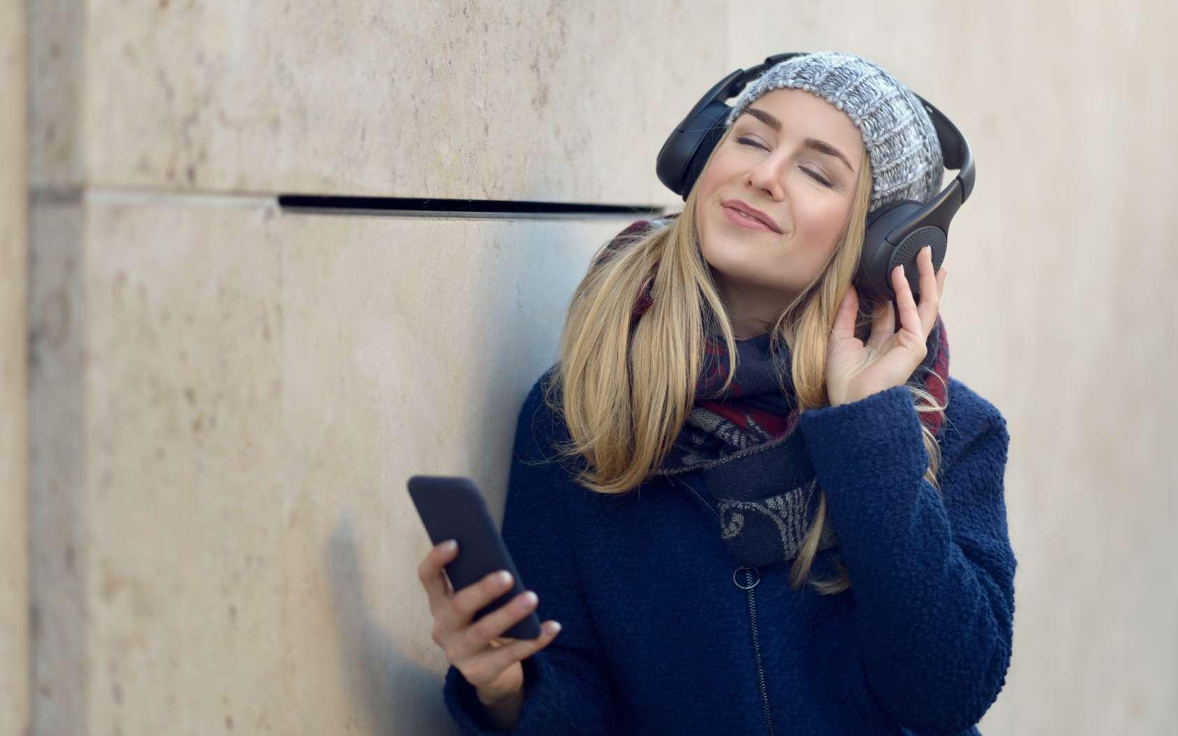 Les performances ainsi que l'autonomie des casques et écouteurs Bluetooth seront bientôt nettement améliorées. © Lars Zahner, Fotolia