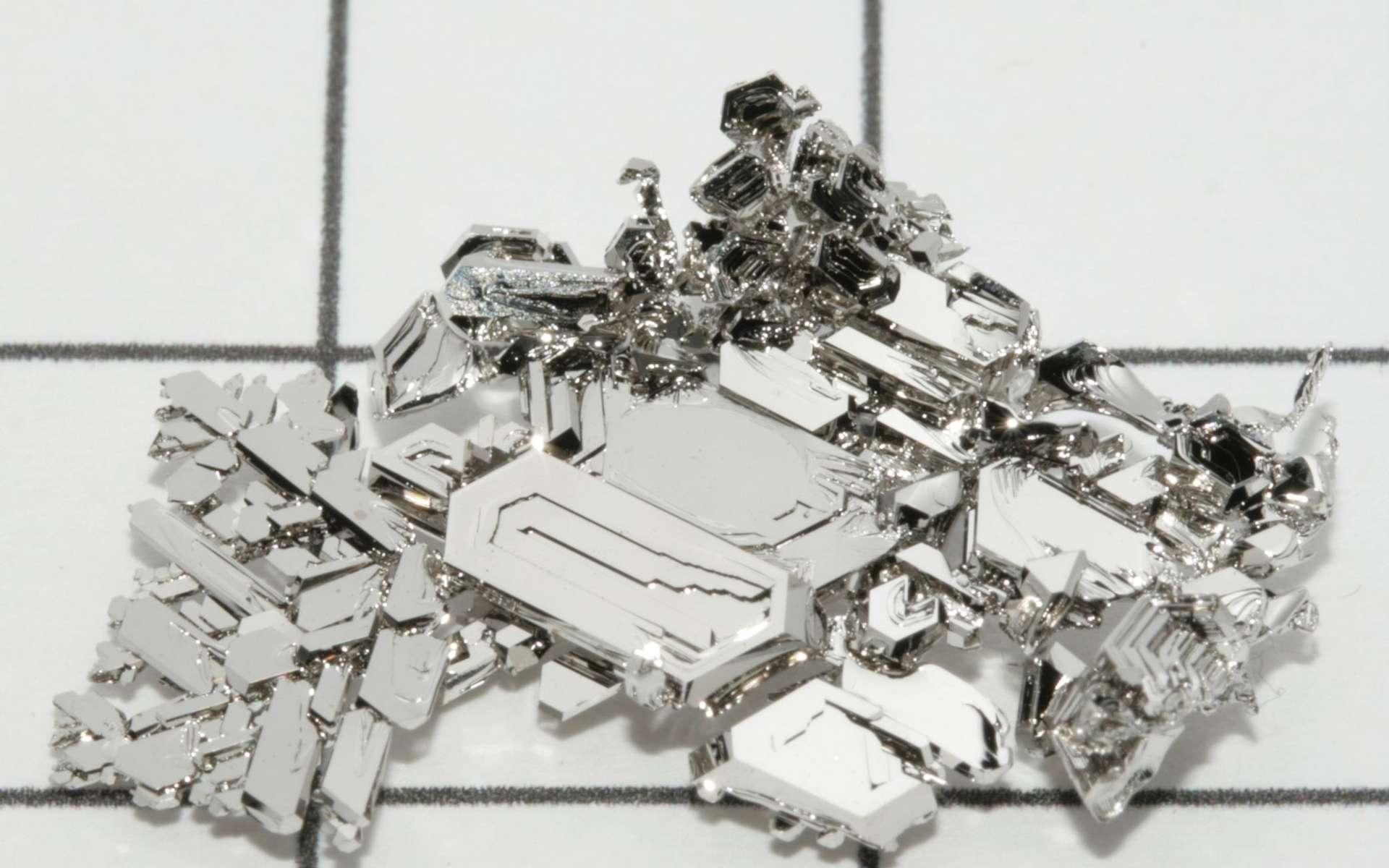Le platine est un élément chimique rare et donc cher. © Periodictableru, Wikimedia Commons, CC by 3.0