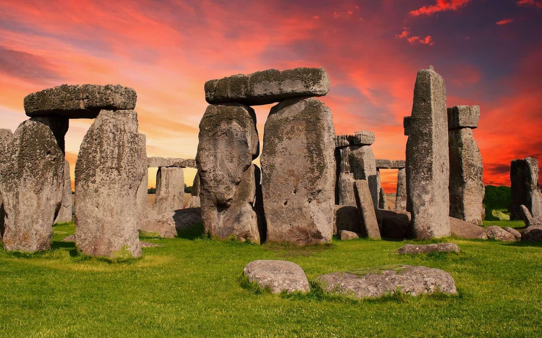 On trouve des dolmens et des menhirs un peu partout dans le monde, mais le site mégalithique le plus connu est sans doute celui de Stonehenge. © HypnoArt, Pixabay, CC0 Public Domain