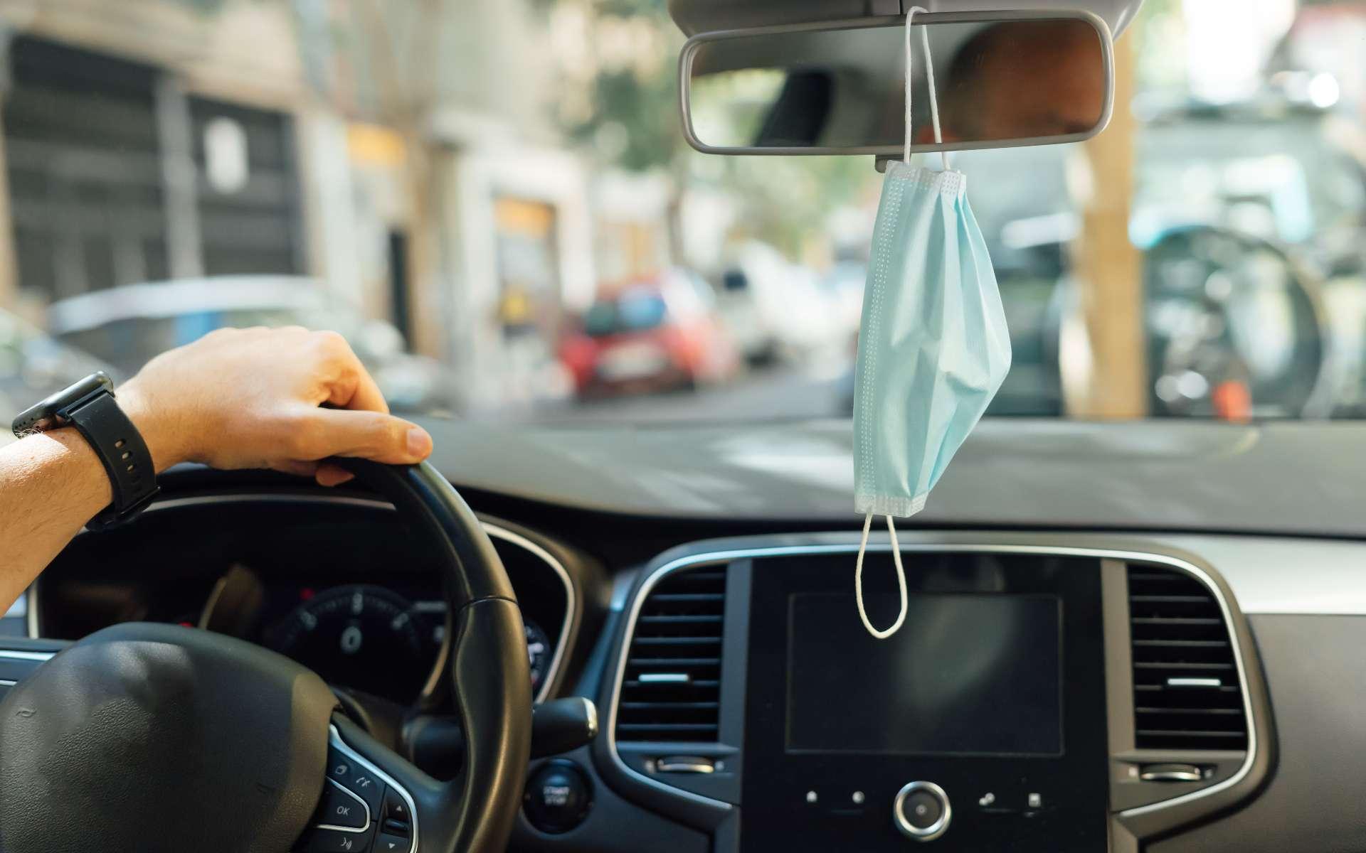 Comment limiter les contaminations lors d'un trajet en voiture à plusieurs ? © Miguel Angel Partido, Adobe Stock