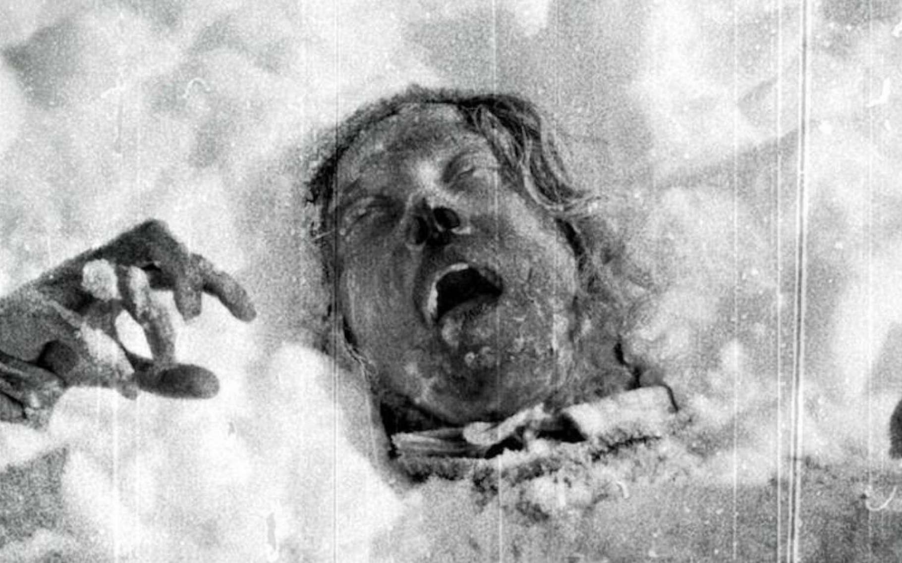 Des chercheurs de l'École polytechnique fédérale de Zurich et de celle de Lausanne montrent que l'hypothèse d'une avalanche pourrait expliquer le drame survenu en 1959 dans l'Oural (Russie) et qui a coûté la mort à neuf randonneurs expérimentés. Ils ne seraient probablement pas morts dans l'avalanche, mais un peu plus tard, des suites de leurs blessures ou d'hypothermie. © Archives russes, Domaine public