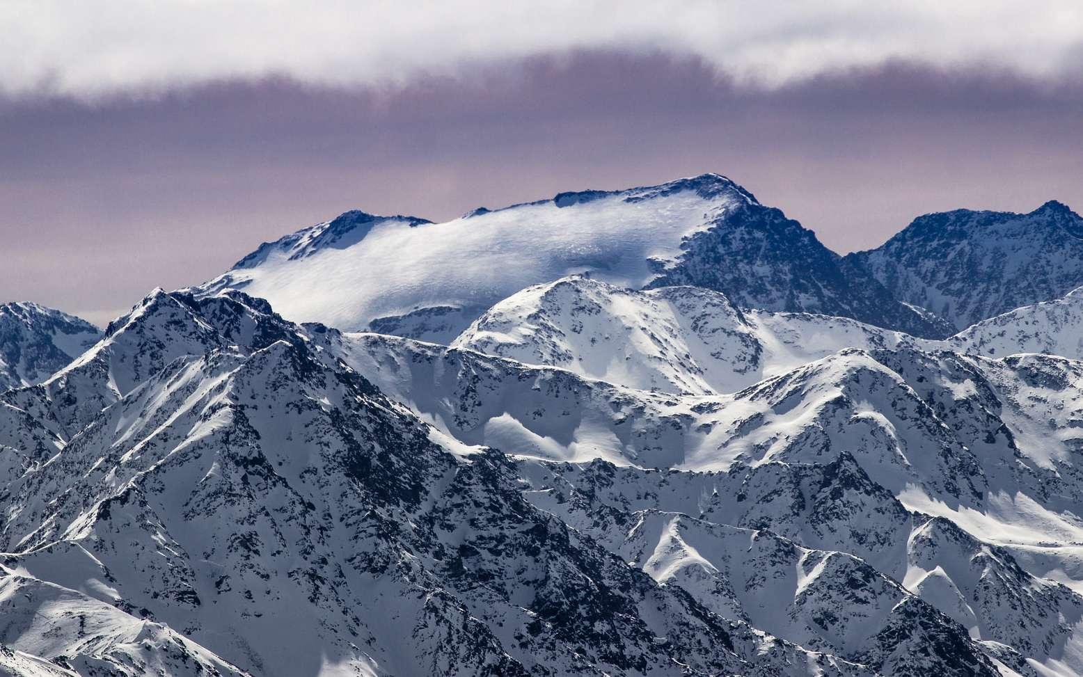 Par définition, la hauteur d'une montagne est définie par rapport à un point zéro situé au niveau de la mer et mesuré dans chaque pays. © Beppe Rijs, Flickr