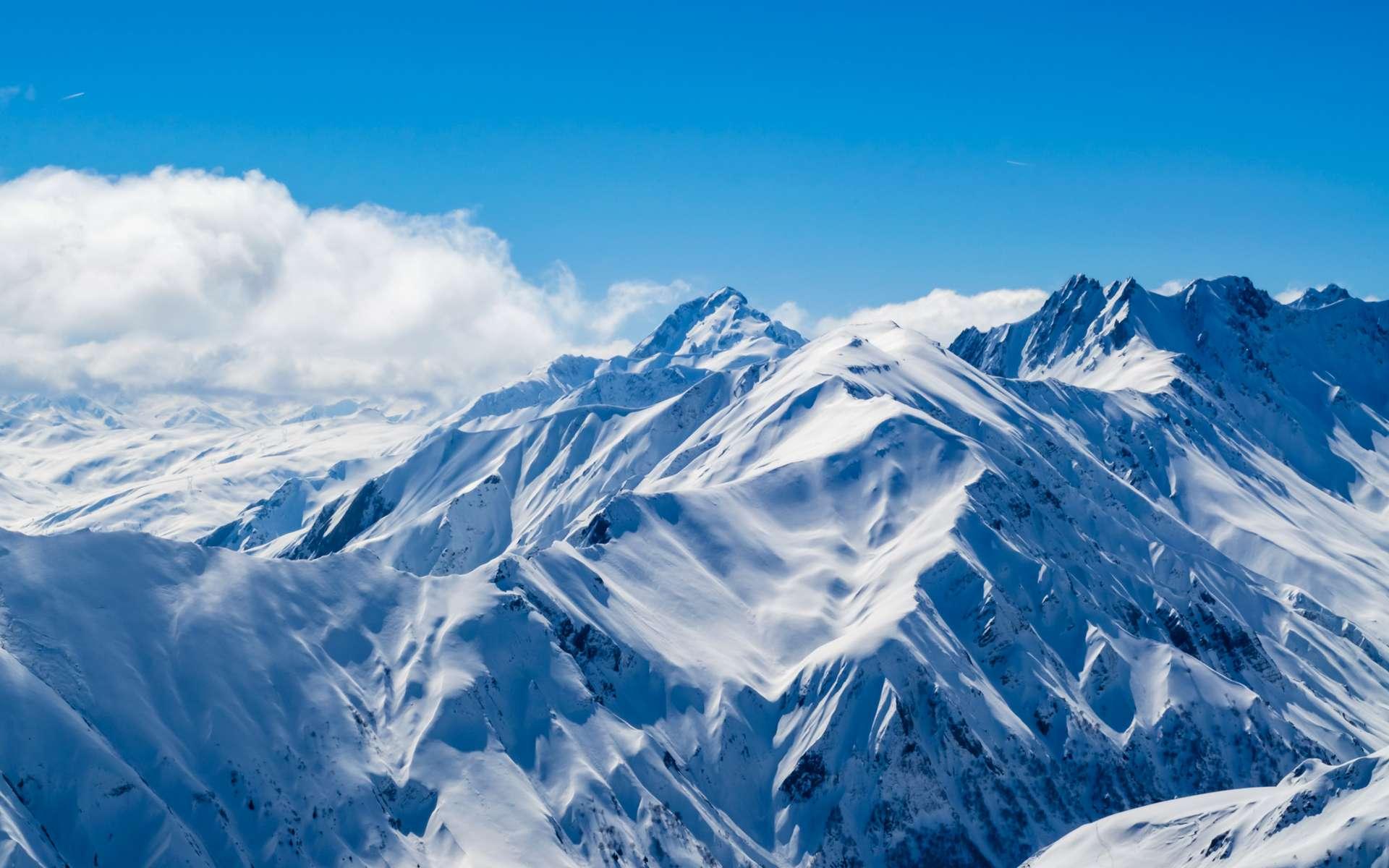 Le massif alpin a perdu un mois de neige depuis 1971. © Hakan Ozturk, Adobe Stock