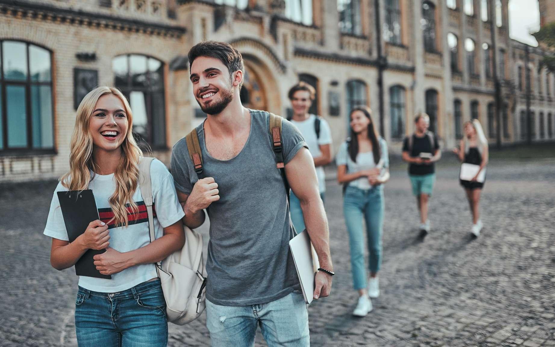 La licence AES fait partie des études les plus plébiscitées par les étudiants grâce à son programme généraliste et pluridisciplinaire. © Vasyl, Adobe Stock.