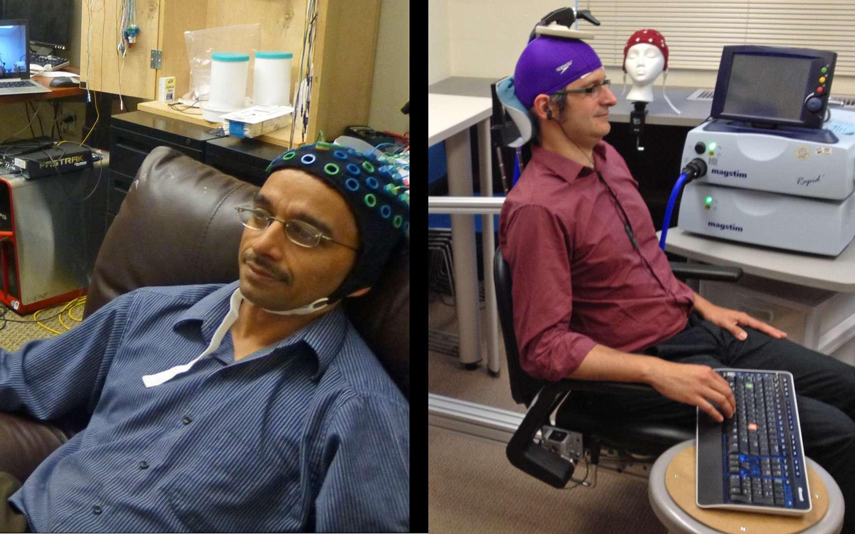 Ce n'est pas de la télépathie ni une vraie interface cerveau-cerveau, mais Rajesh Rao (à gauche) a réussi, à l'aide d'appareils médicaux et d'Internet, à forcer Andrea Stocco (à droite) à tapoter sur le clavier au bon moment lorsqu'il jouait à un jeu vidéo. © Université de Washington