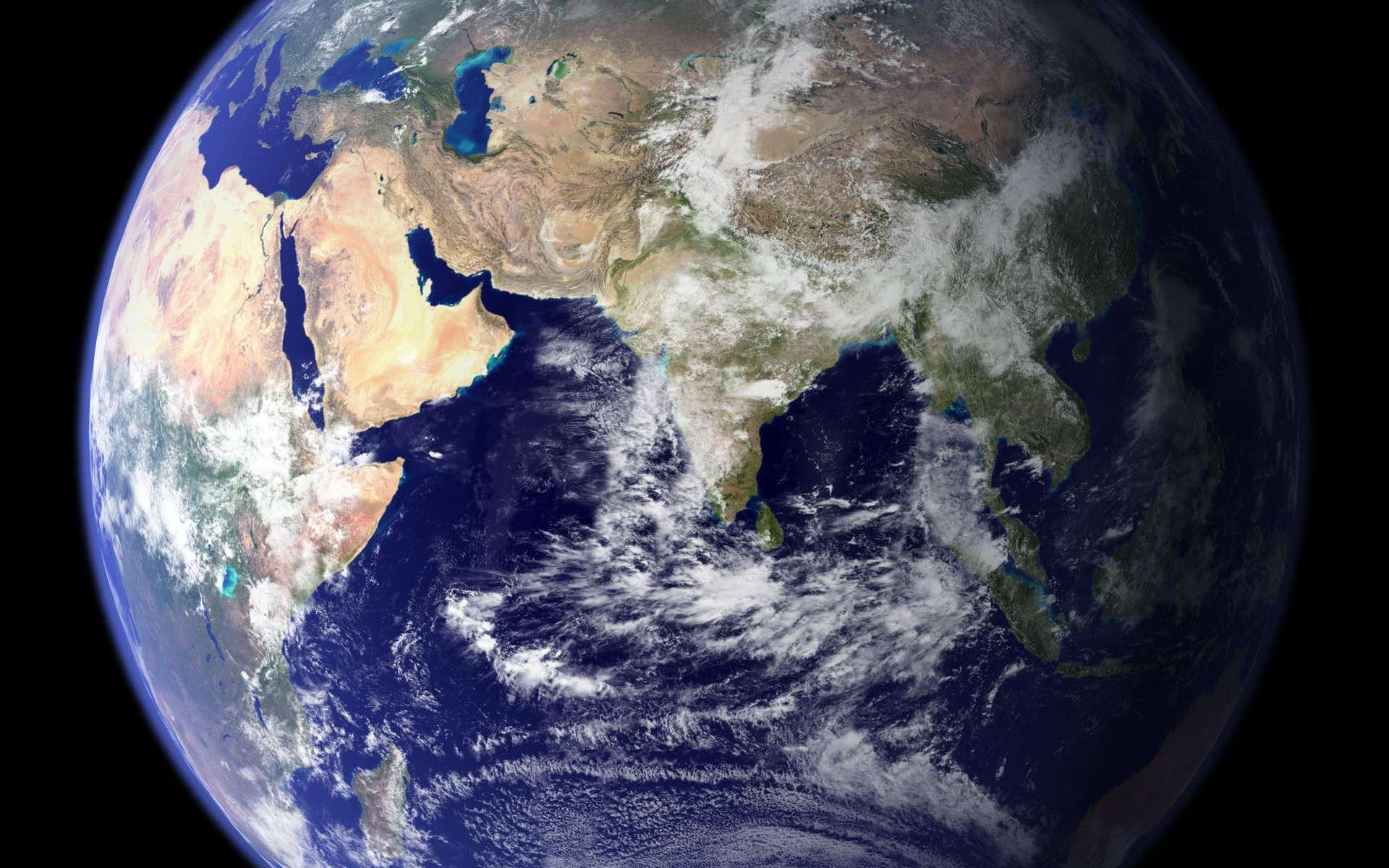 La Terre vue depuis l'espace. Sa composition interne se révèle lentement grâce aux ondes sismiques et à l'étude de ses champs de pesanteur et magnétique. © Nasa