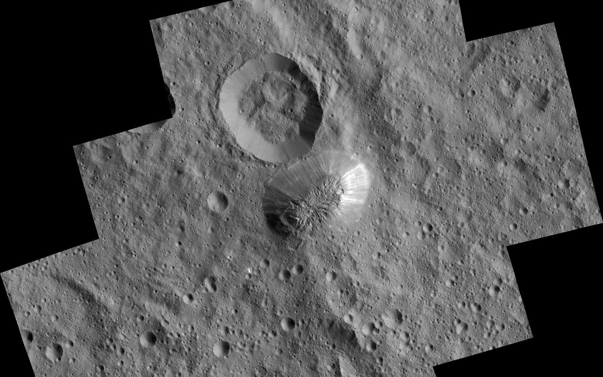L'énigmatique mont Ahuna photographié à 385 km d'altitude par la sonde Dawn. La résolution est de 35 m par pixel. À sa base, le dôme s'étend sur 20 km. Certaines de ses pentes sont très raides et lisses et montent jusqu'à 5 km au-dessus de la surface de Cérès. © Nasa, JPL-Caltech, UCLA, MPS, DLR, IDA, PSI