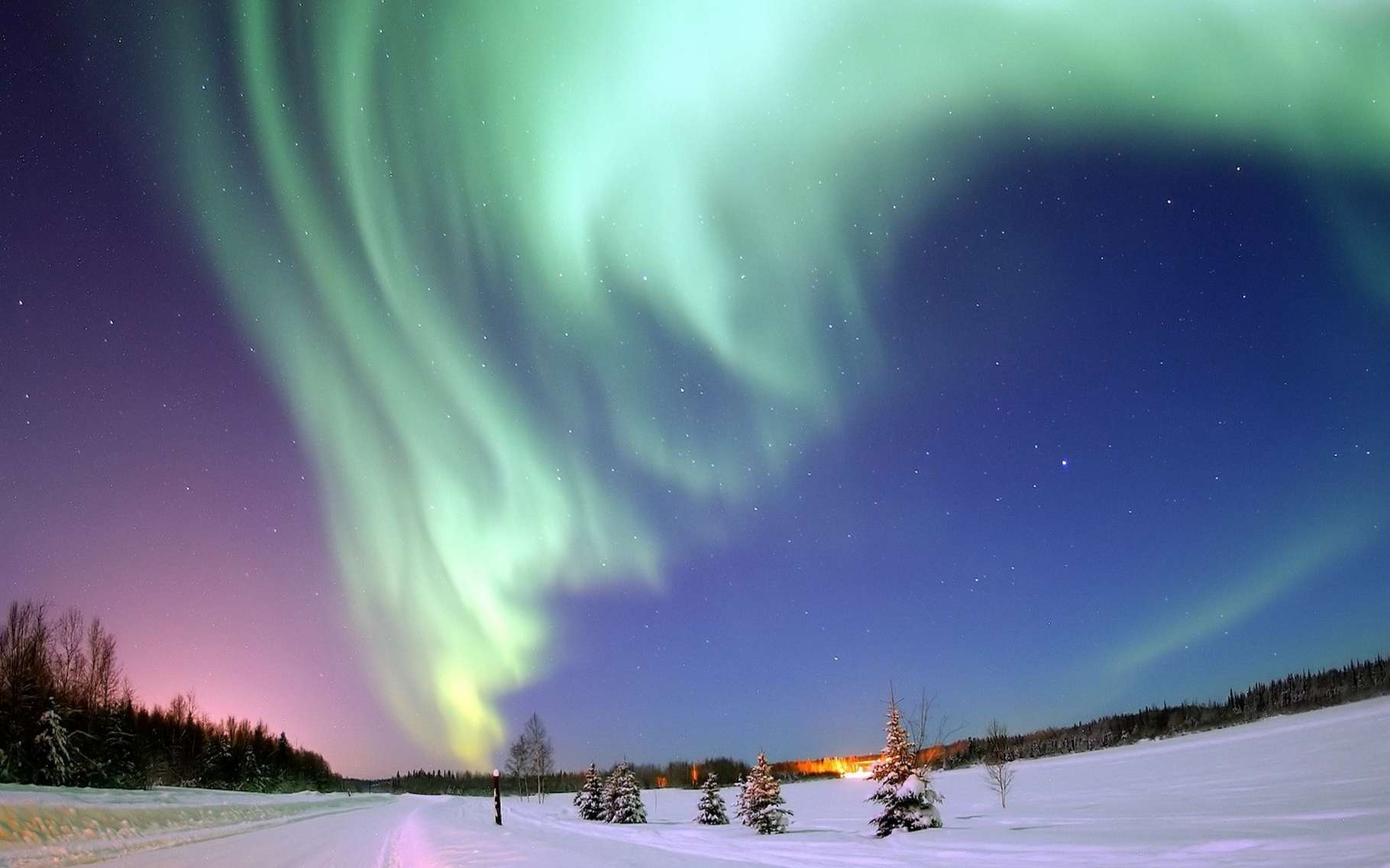 Contrairement à ce que pensaient les chercheurs, le phénomène de reconnexion magnétique ne serait pas à l'origine des asymétries observées entre aurores boréales et aurores australes. © WikiImages, Pixabay, CC0 Creative Commons