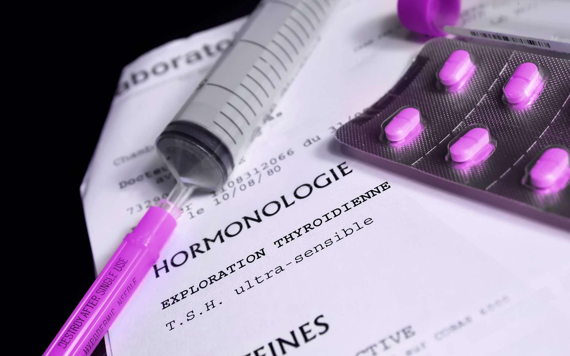 La thyroïde est une petite glande située à la base du cou. Son bon fonctionnement est crucial pour une bonne santé. Un déficit de production d'hormones thyroïdiennes (ou hypothyroïdie) entraîne de forts troubles qui demandent un traitement à vie pour être contrôlés. © ursule, Adobe Stock