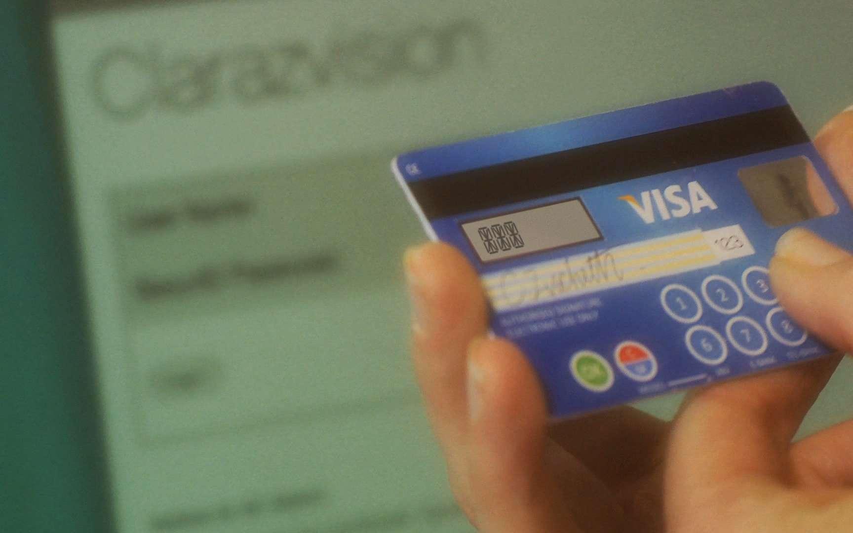 La carte de Mastercard ressemble techniquement au projet CodeSure Matrix Display Card de son concurrent Visa. Présentées il y a un an, les cartes dotées de ce dispositif arrivent actuellement en Europe. © Visa