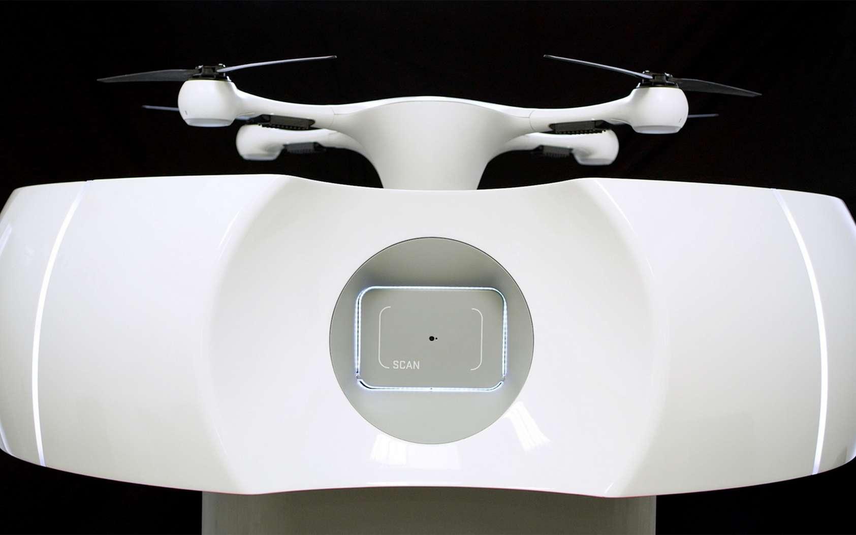 Un drone Matternet posé sur la station d'accueil, qui automatise le chargement et le déchargement et qui échange les batteries de l'engin à chaque vol. © Matternet