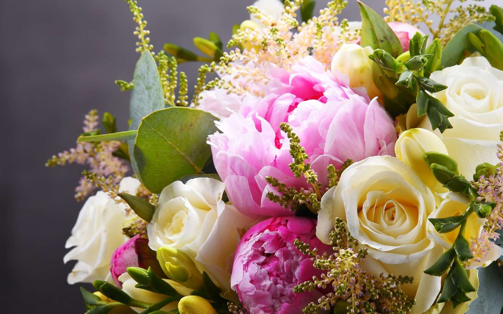 Bouquet aux couleurs pastel, douces et tendres © Monticellllo, Adobe Stock