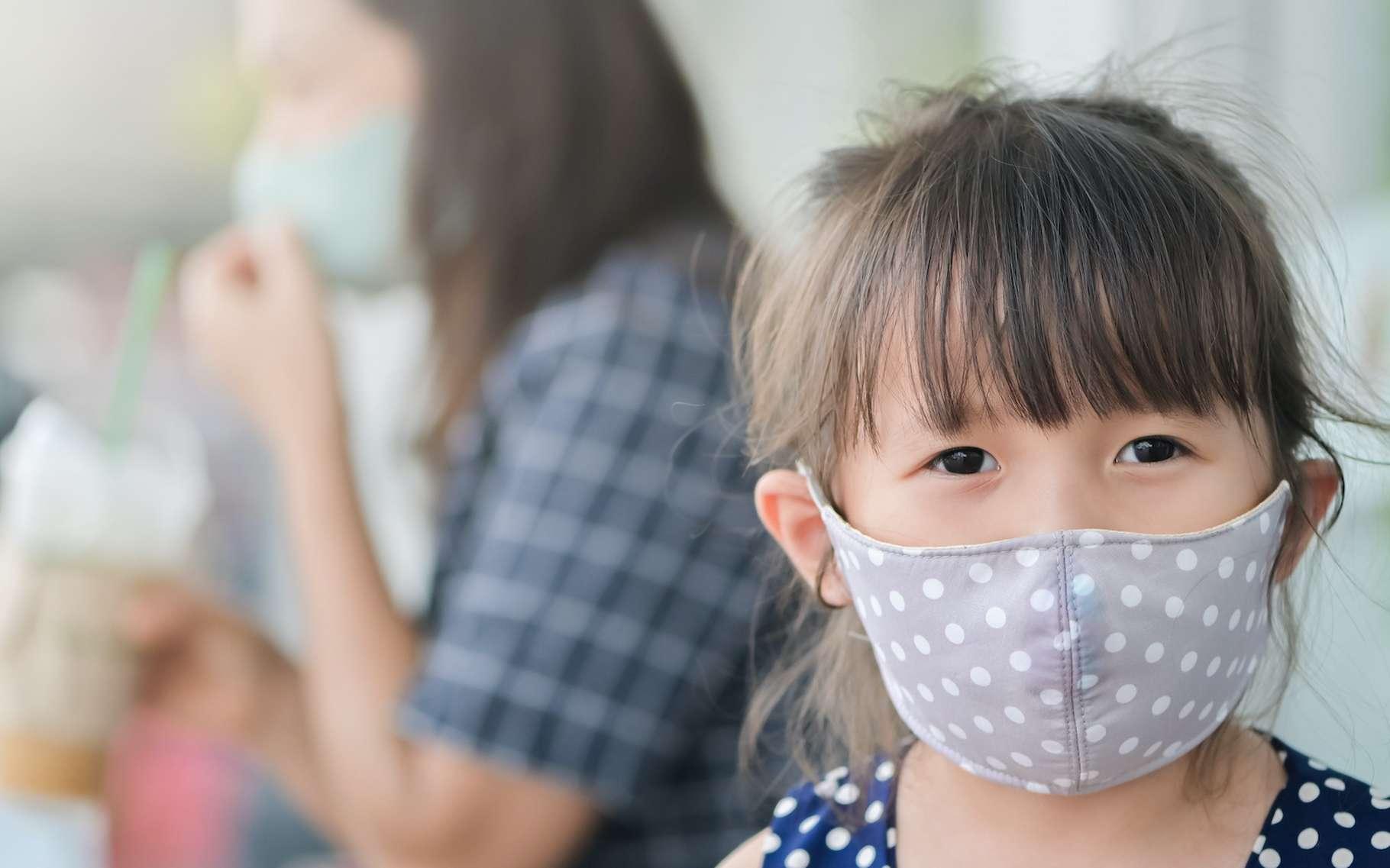 Une fois de déconfinement prononcé, nous serons peut-être tous amenés à porter un masque de protection pour limiter la propagation du coronavirus responsable de la pandémie de Covid-19. © jes2uphoto, Adobe Stock