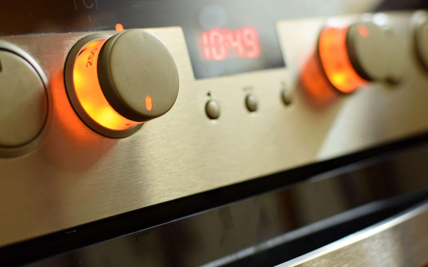 La sensation de chaleur que nous percevons en ouvrant la porte d'un four est due au rayonnement thermique. © Montypeter, Shutterstock