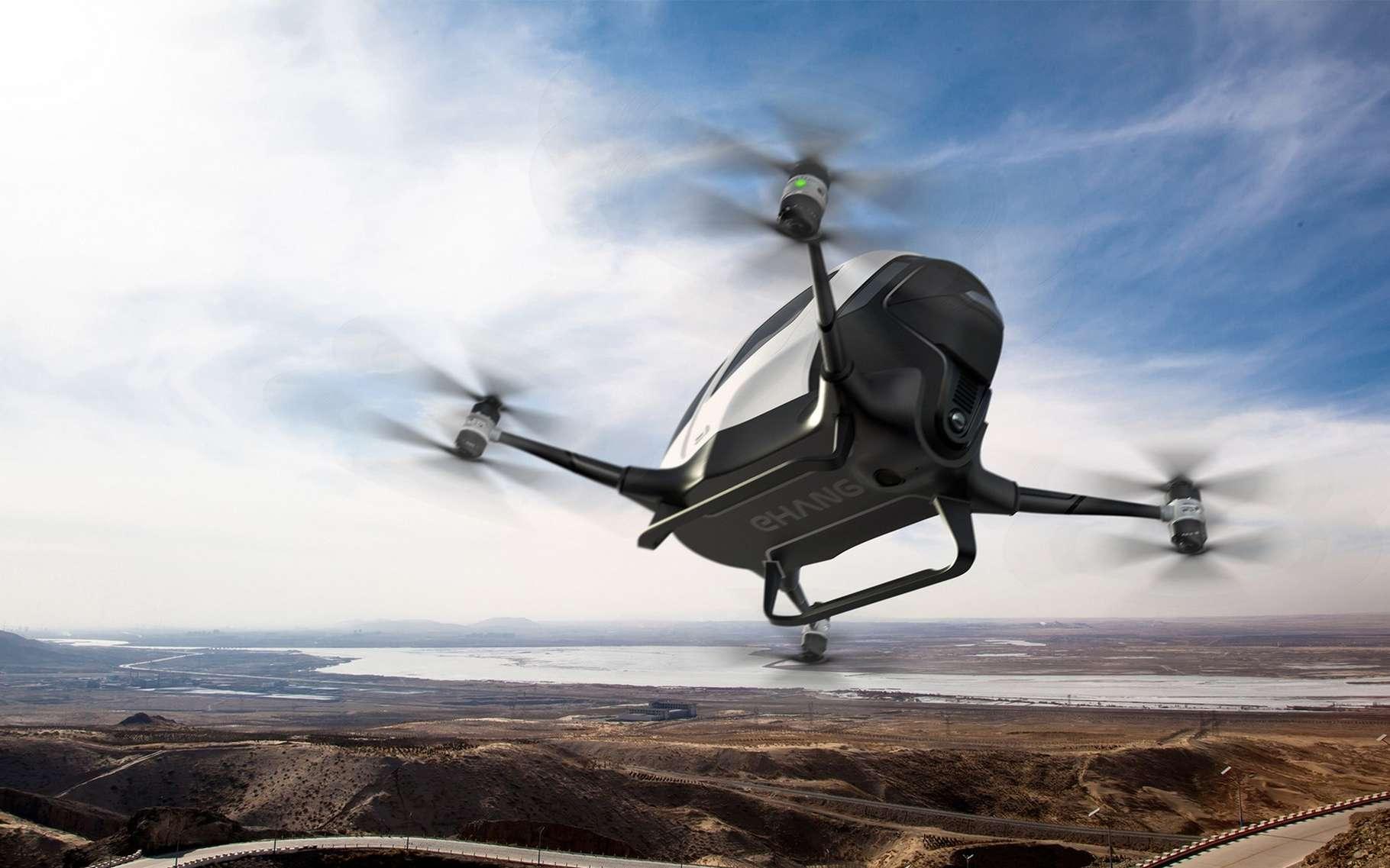 Le drone taxi Ehang 184 a été dévoilé lors du salon Consumer Electronics Show 2016. Il est équipé de quatre moteurs à double hélice et fonctionne avec une batterie lithium-polymère de 14,4 kWh qui lui assure 23 minutes d'autonomie. © Ehang