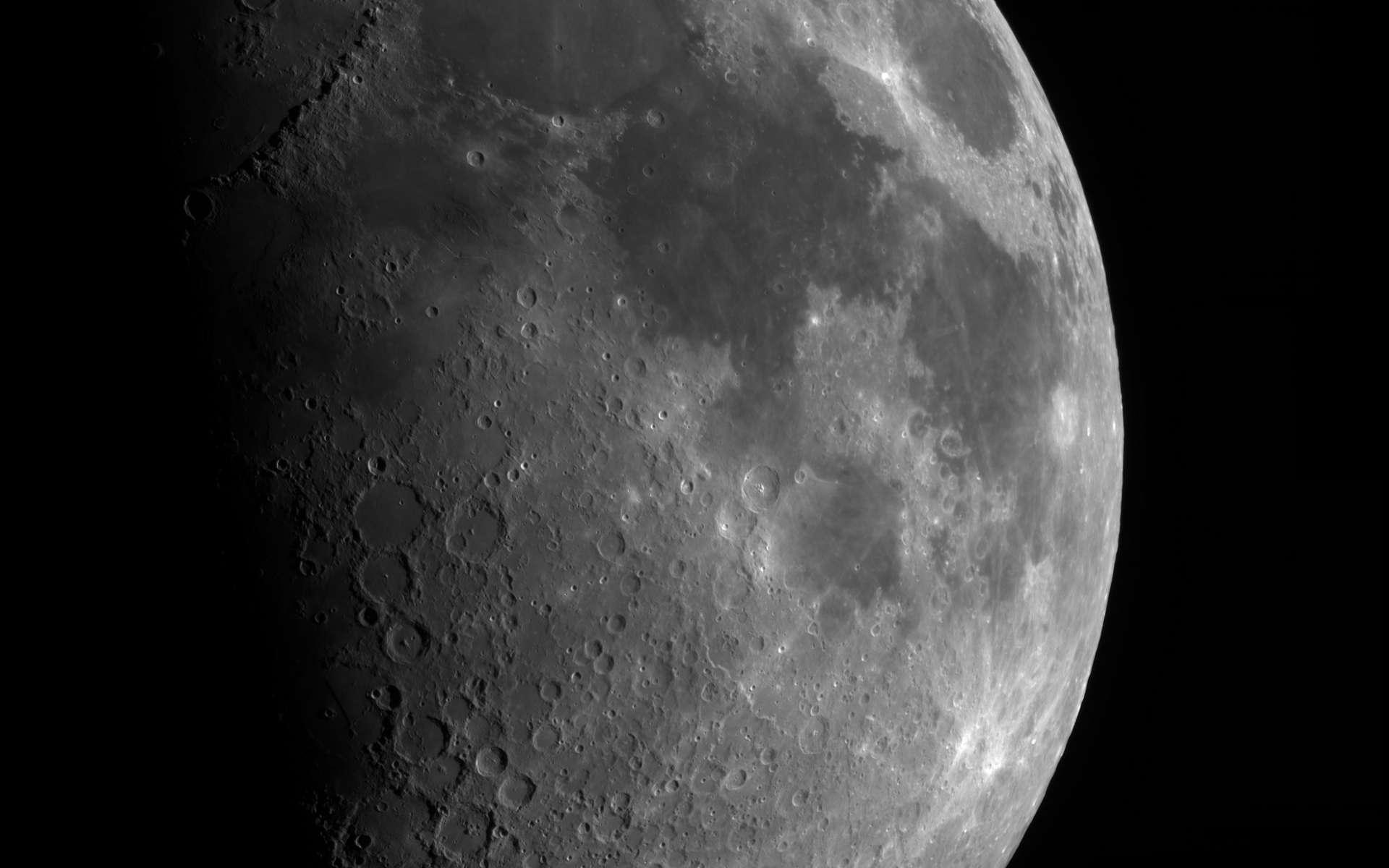 Premier quartier de Lune. © Moïse Flückiger