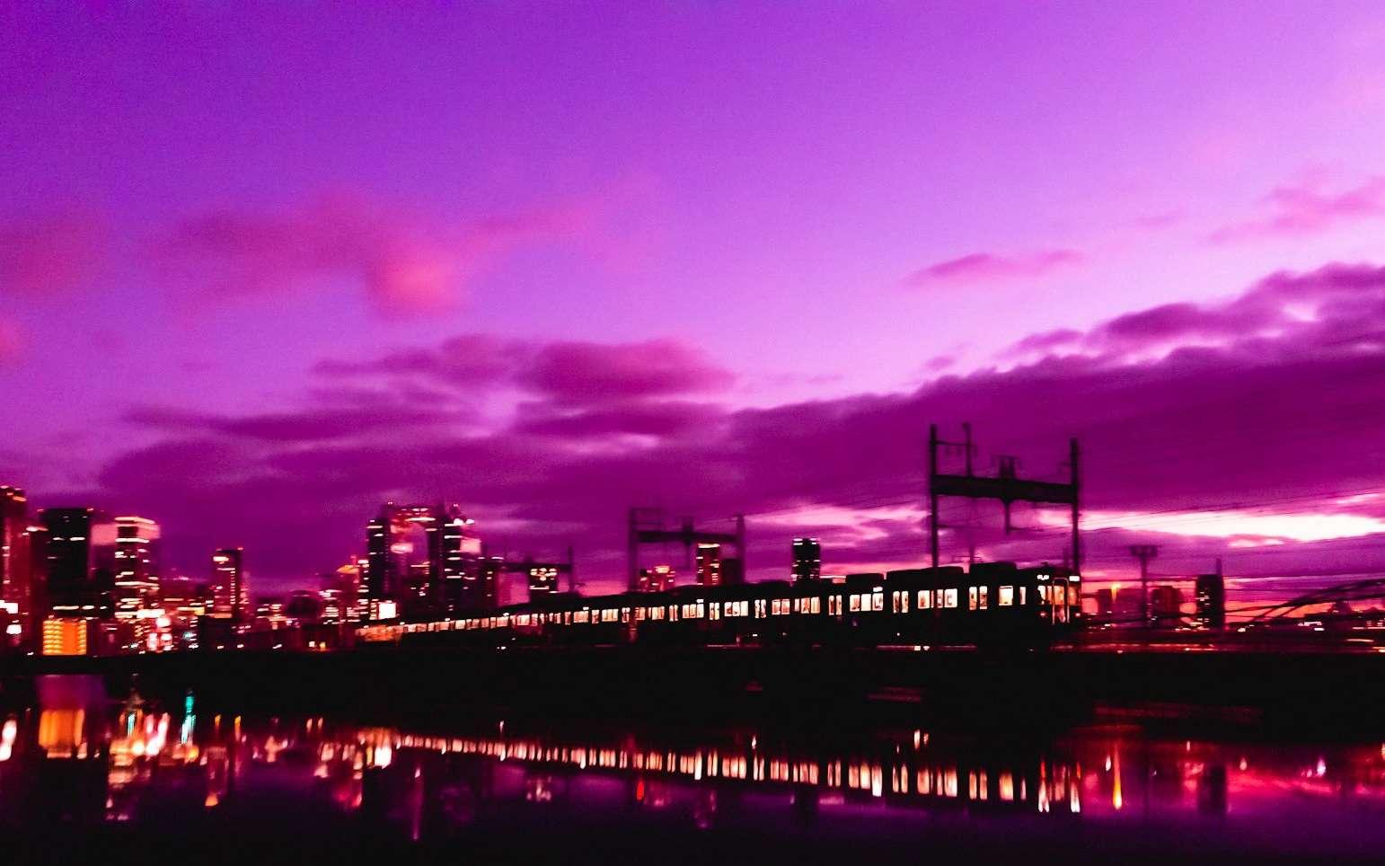 Japon : l'incroyable ciel violet avant le passage du typhon Hagibis