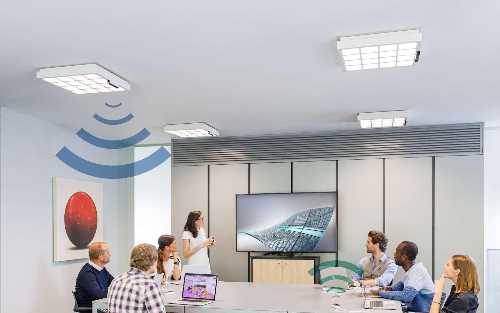 Bientôt concurrent du Wi-Fi, le Li-Fi peut équiper de grands espaces et proposer des connexions qui ne peuvent pas être piratées de l'extérieur. © Signify