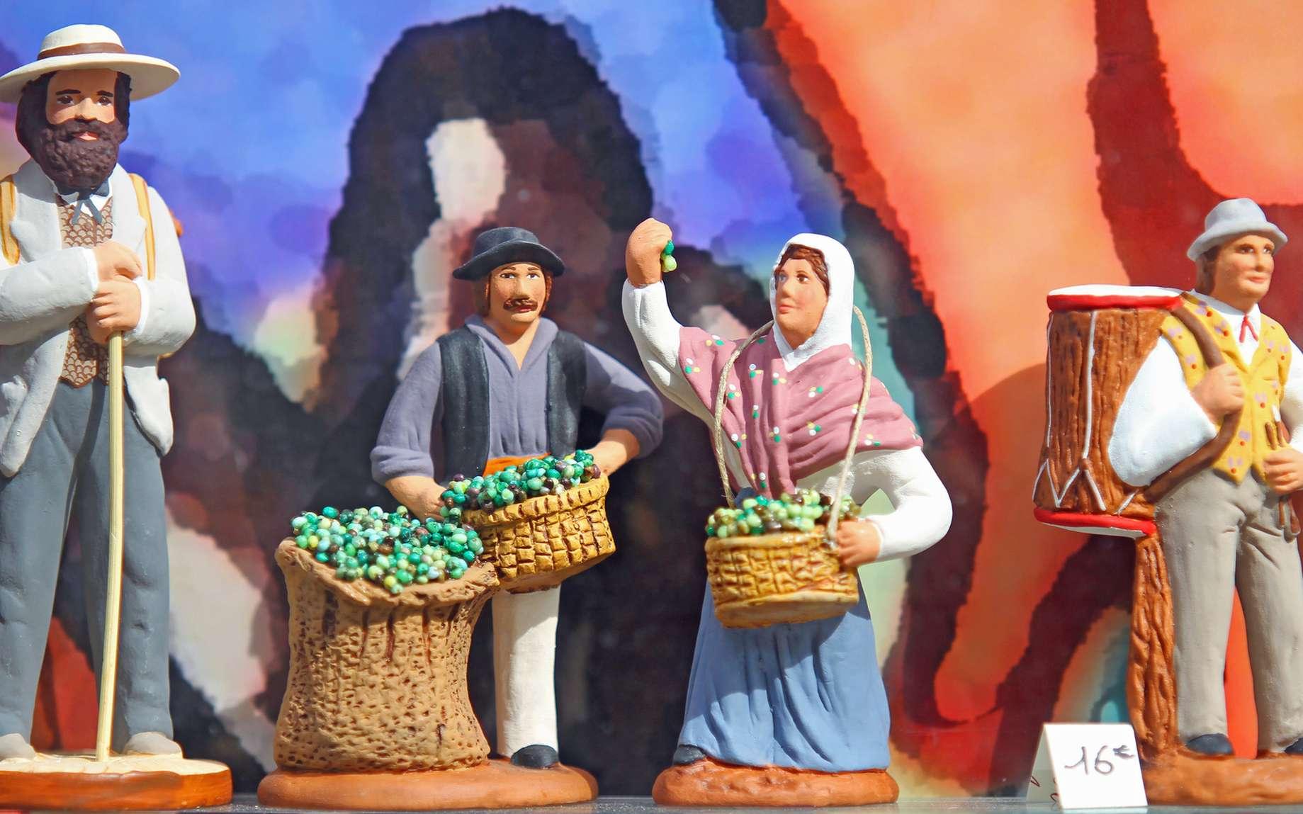 Santons de Provence représentant les métiers de villages. © illustrez-vous, fotolia