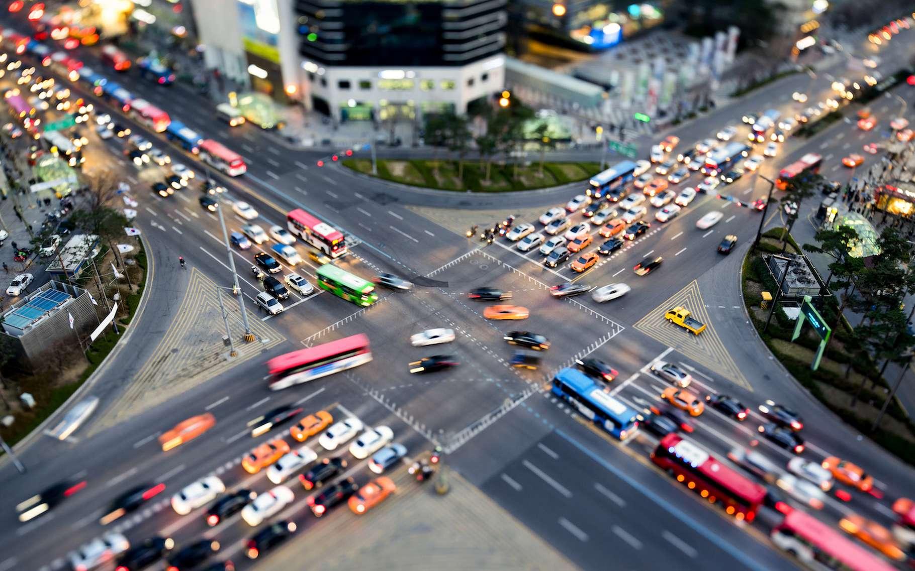 En collectant les données de télémétrie issues des voitures modernes, la société The Ulysses Group propose un service permettant de les localiser à des fins militaires. © eyetronic, Adobe Stock