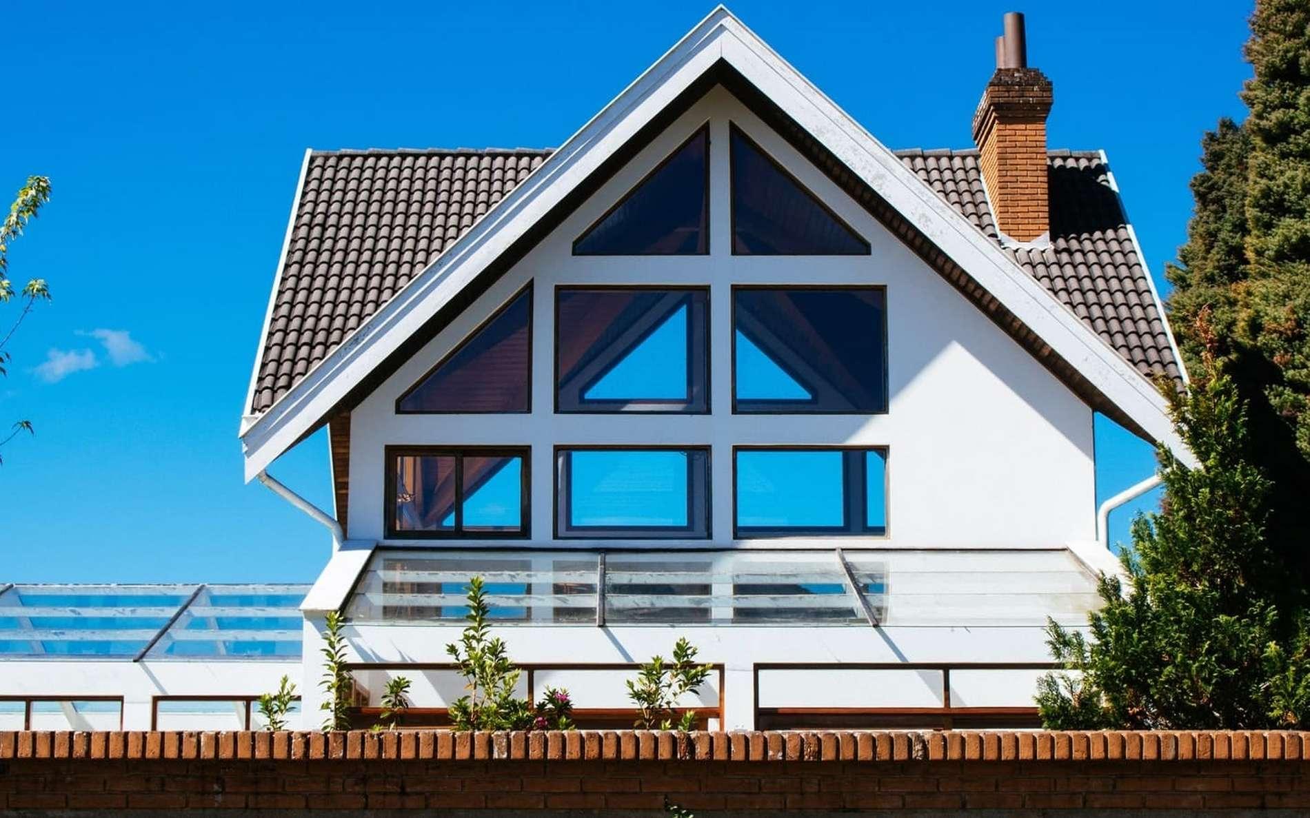 Vivre dans une maison 100 % autonome, un atout pour l'environnement. © Athena, Pexels