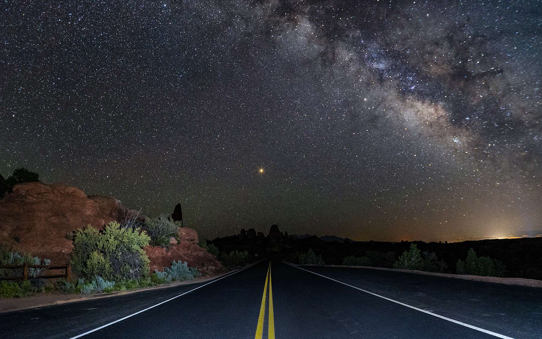 « En route vers Mars » ! Superbe photo de l'astrophotographe John Chumack. Au fil de son rapprochement avec la Terre, Mars est plus brillante, jour après jour. © John Chumack, APOD