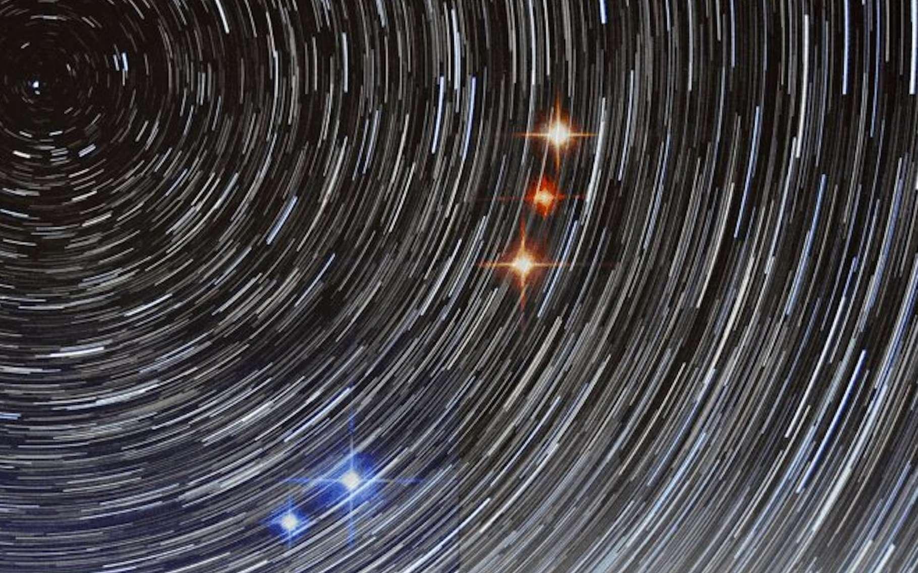 Grâce à deux radiotélescopes connectés l'un à l'autre, des chercheurs ont fait une découverte qui les aide à comprendre ce que sont les sursauts radio rapides (FRB). Ou au moins, à comprendre ce qu'ils ne sont pas. © Joeri van Leeuwen, Astron