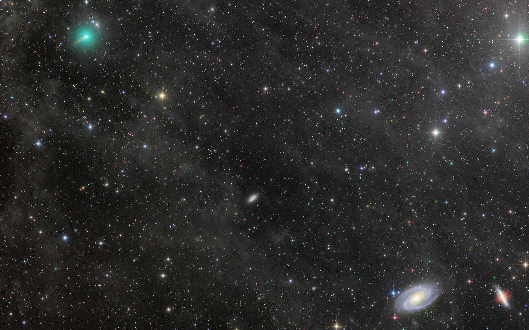 Superbe portrait de la comète Atlas passant en lisière des deux galaxies M81 et M82 le 18 mars. Photo prise au Nouveau-Mexique par l'astrophotographe Rolando Ligustri. © Rolando Ligustri, APOD