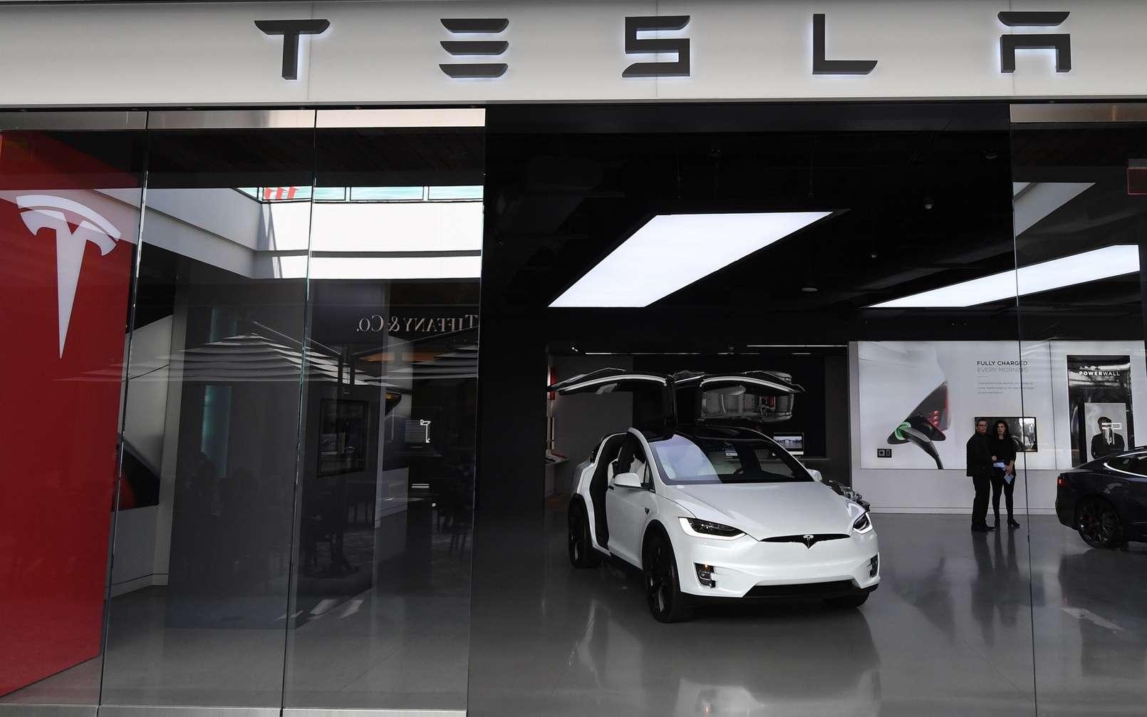 Les Tesla vont recevoir un nouveau système de navigation autonome. © Mark Ralston, AFP